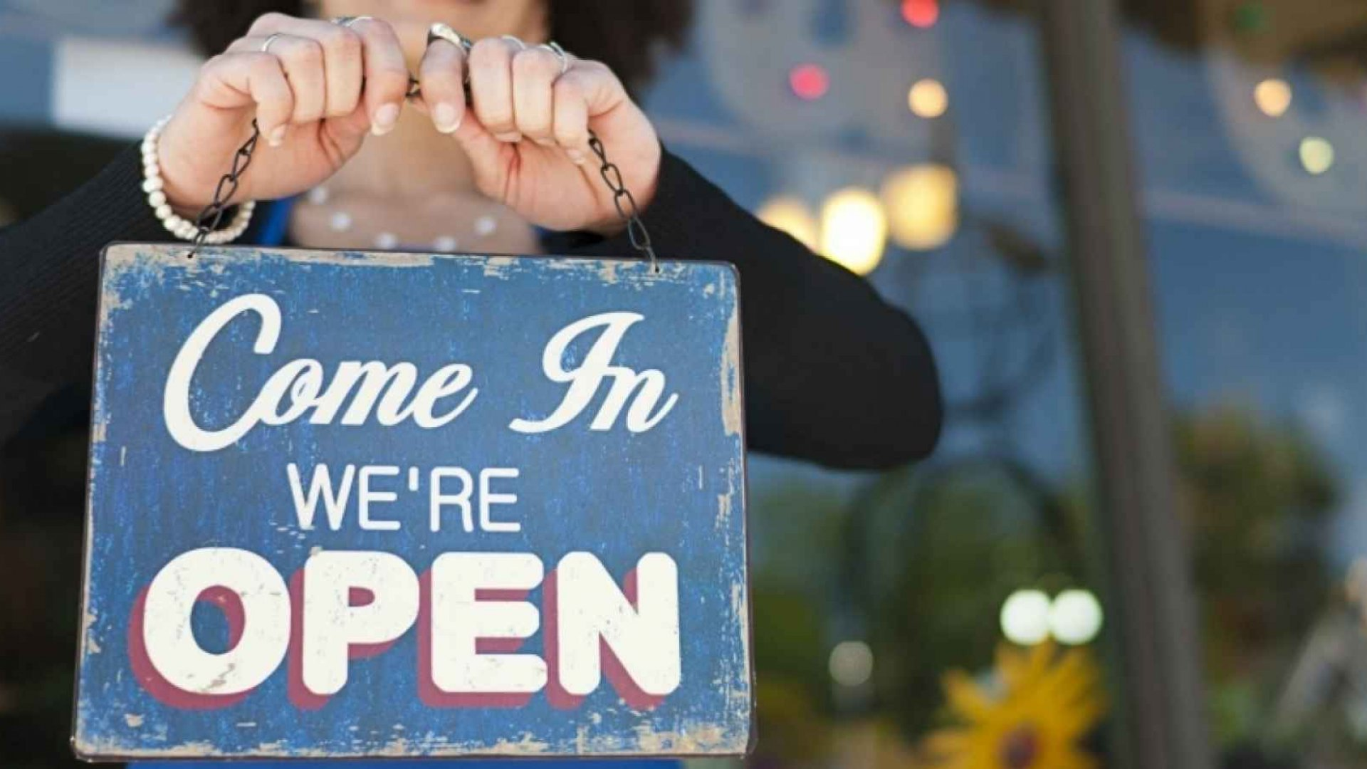 4 Ways Your Small Business Can Crush It in Your Local Community