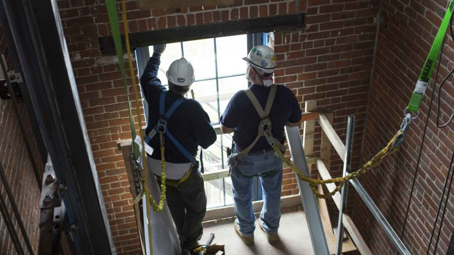 Why Building Contracting May Be the Hottest Industry of 2015