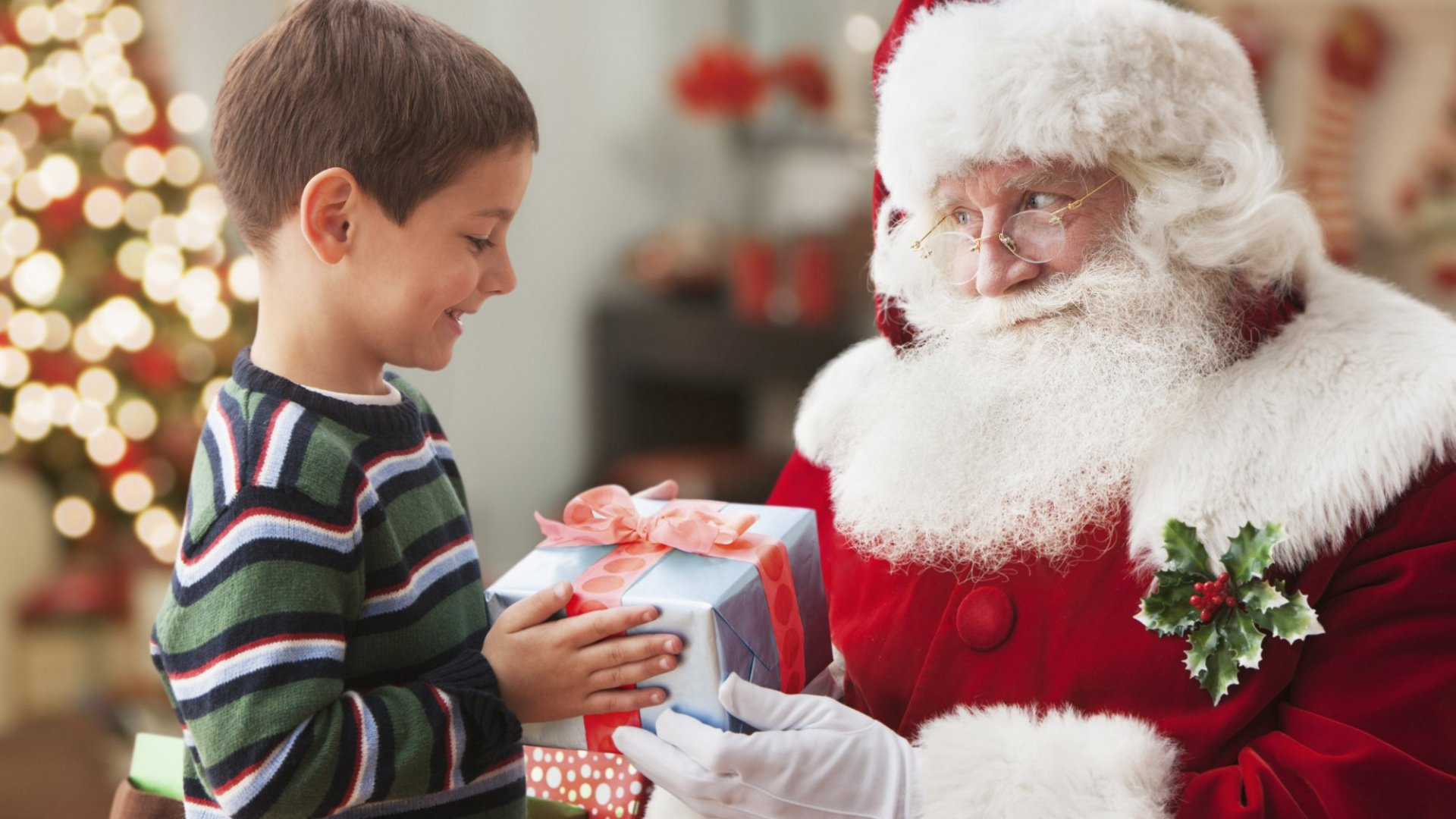 4 Relationship-Building Lessons From Mall Santas
