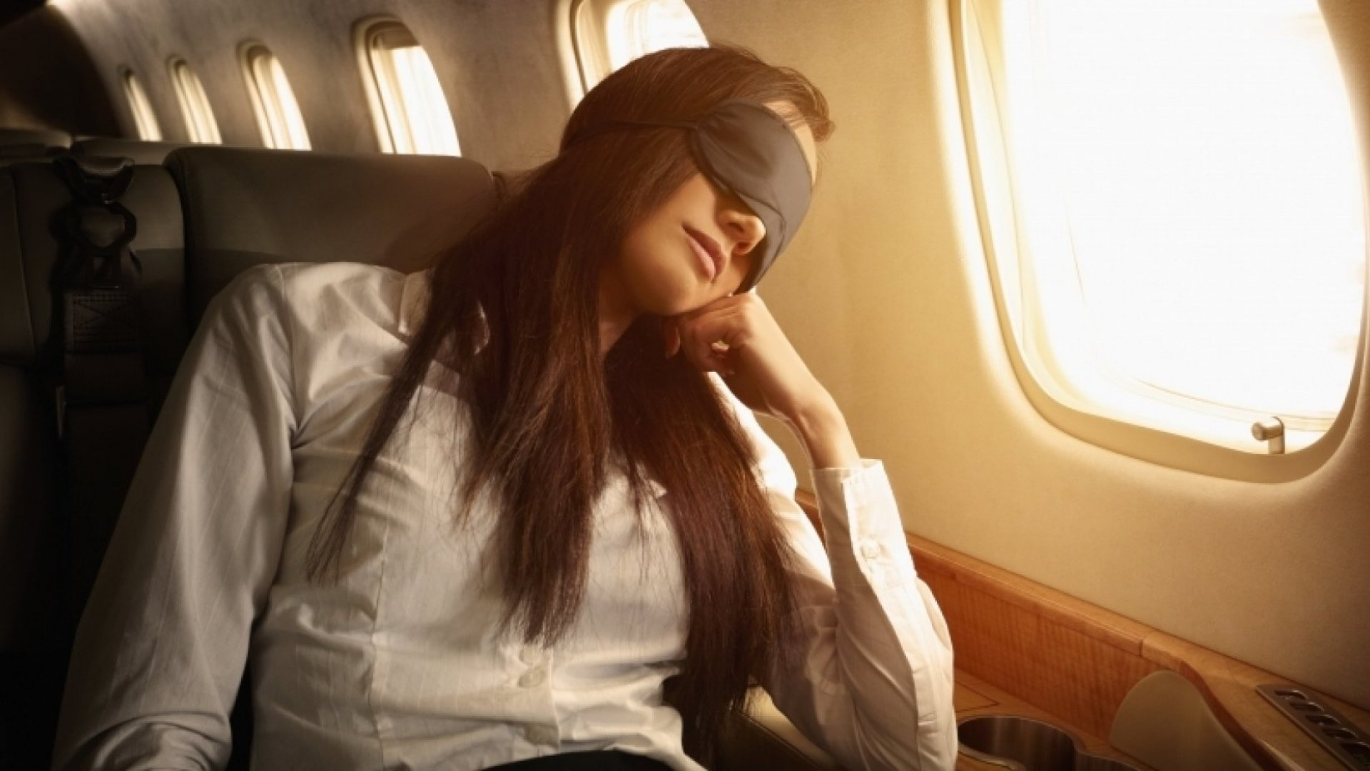 How to Stay Comfortable While Traveling in Economy
