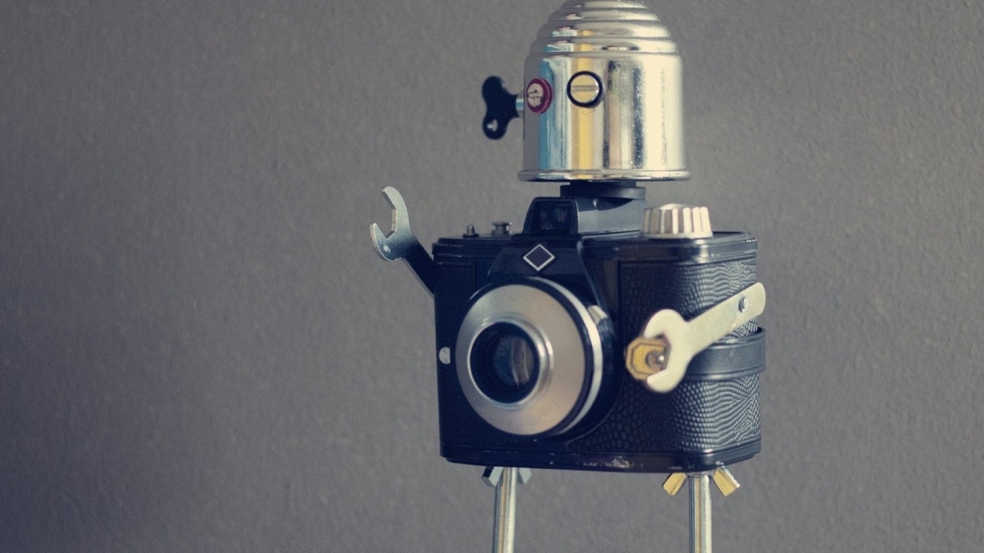 Stop Acting Like a Robot and Start Socializing Your Brand