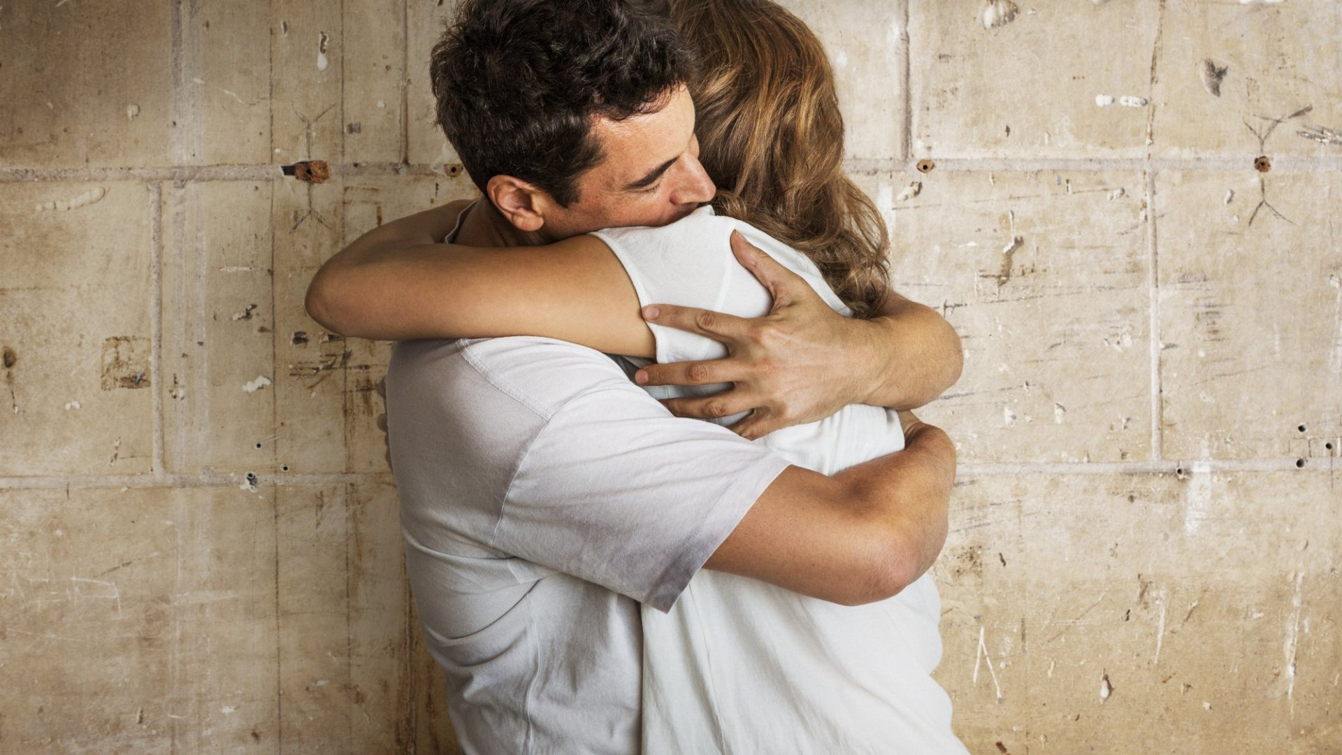 Forget Free Hugs. Now You Can Make $80 to $100 an Hour as a Professional Cuddler