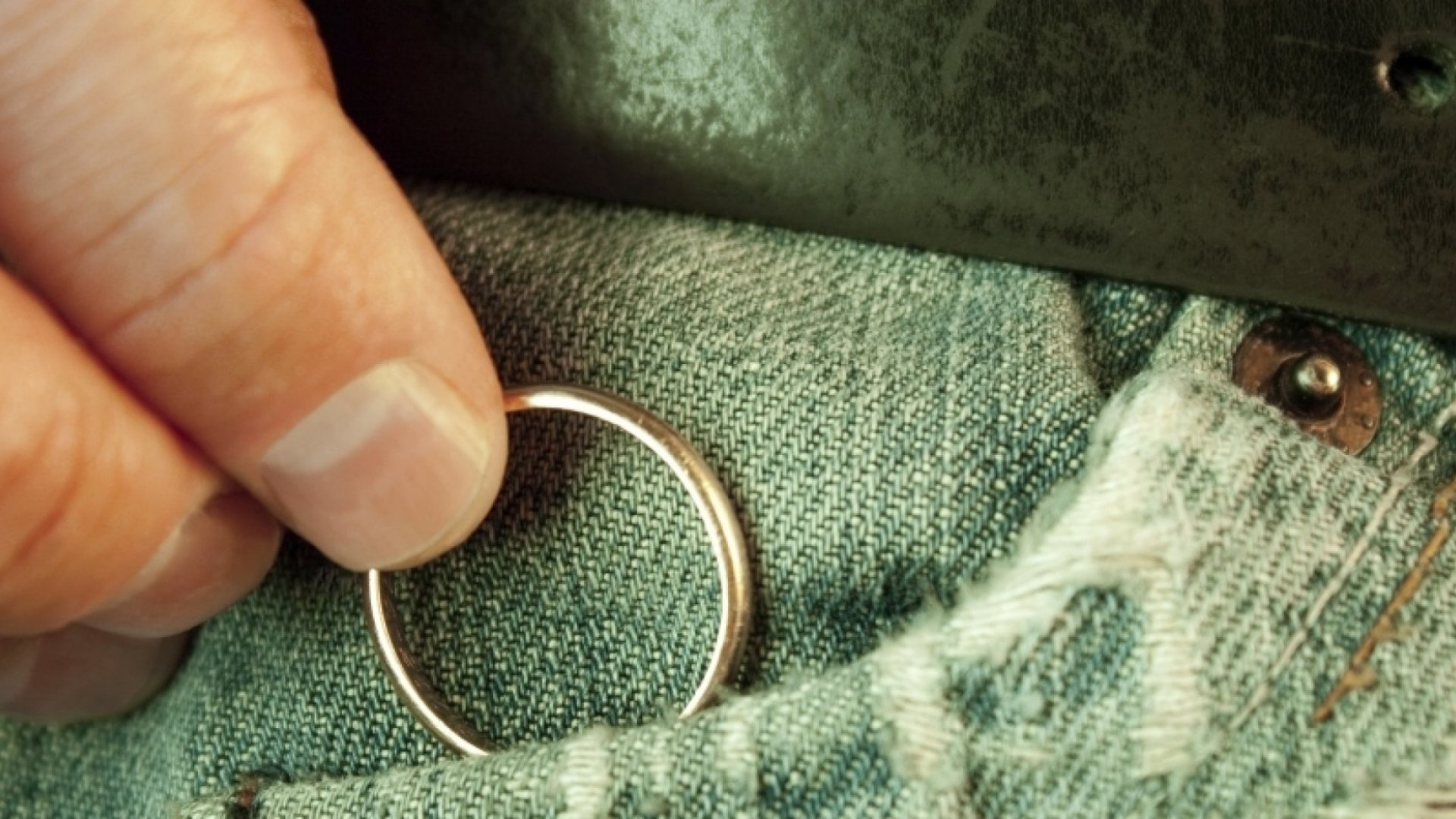Should You Remove Your Engagement Ring for Job Interviews?