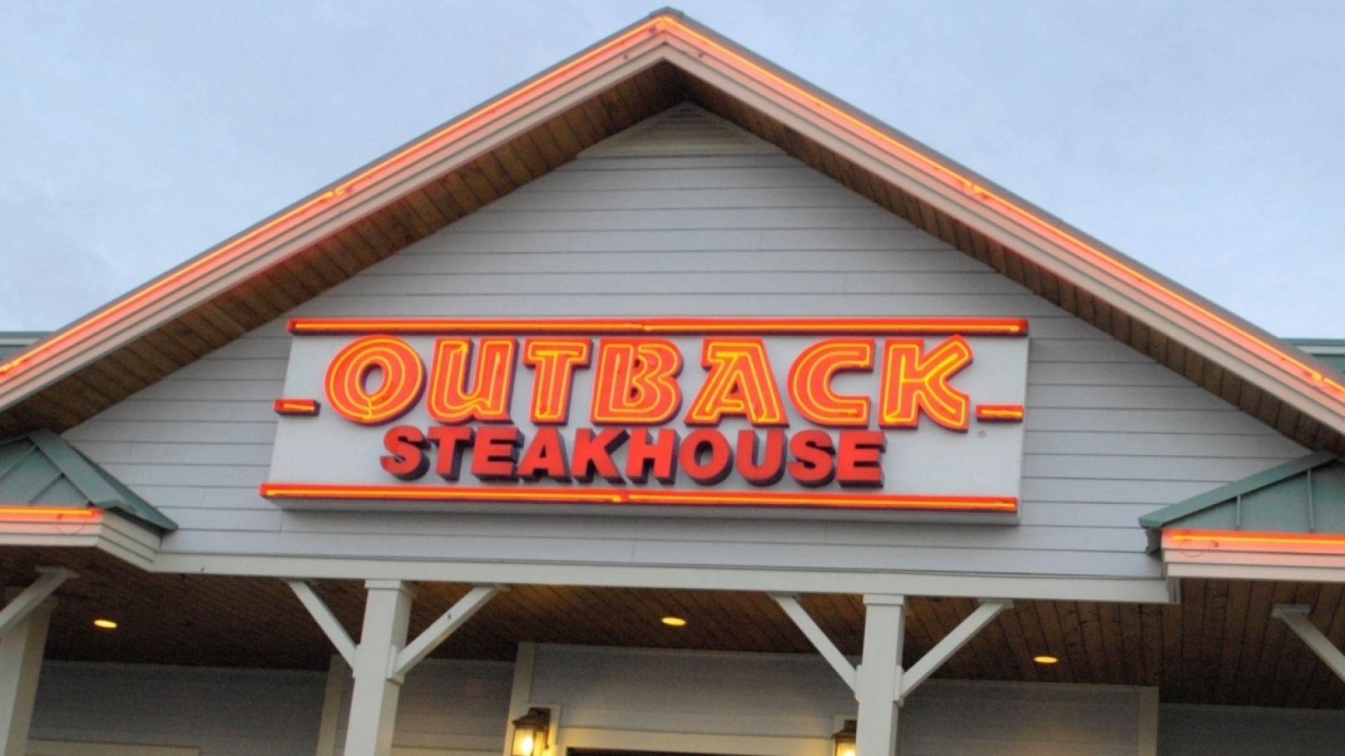 Outback Steakhouse Kills Satanism Meme With a Single--and Hilarious--Tweet