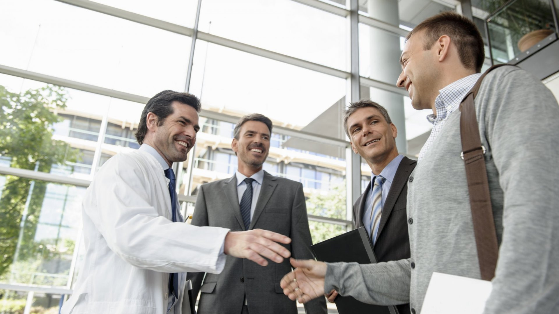8 Things Smart Salespeople Never, Ever Do