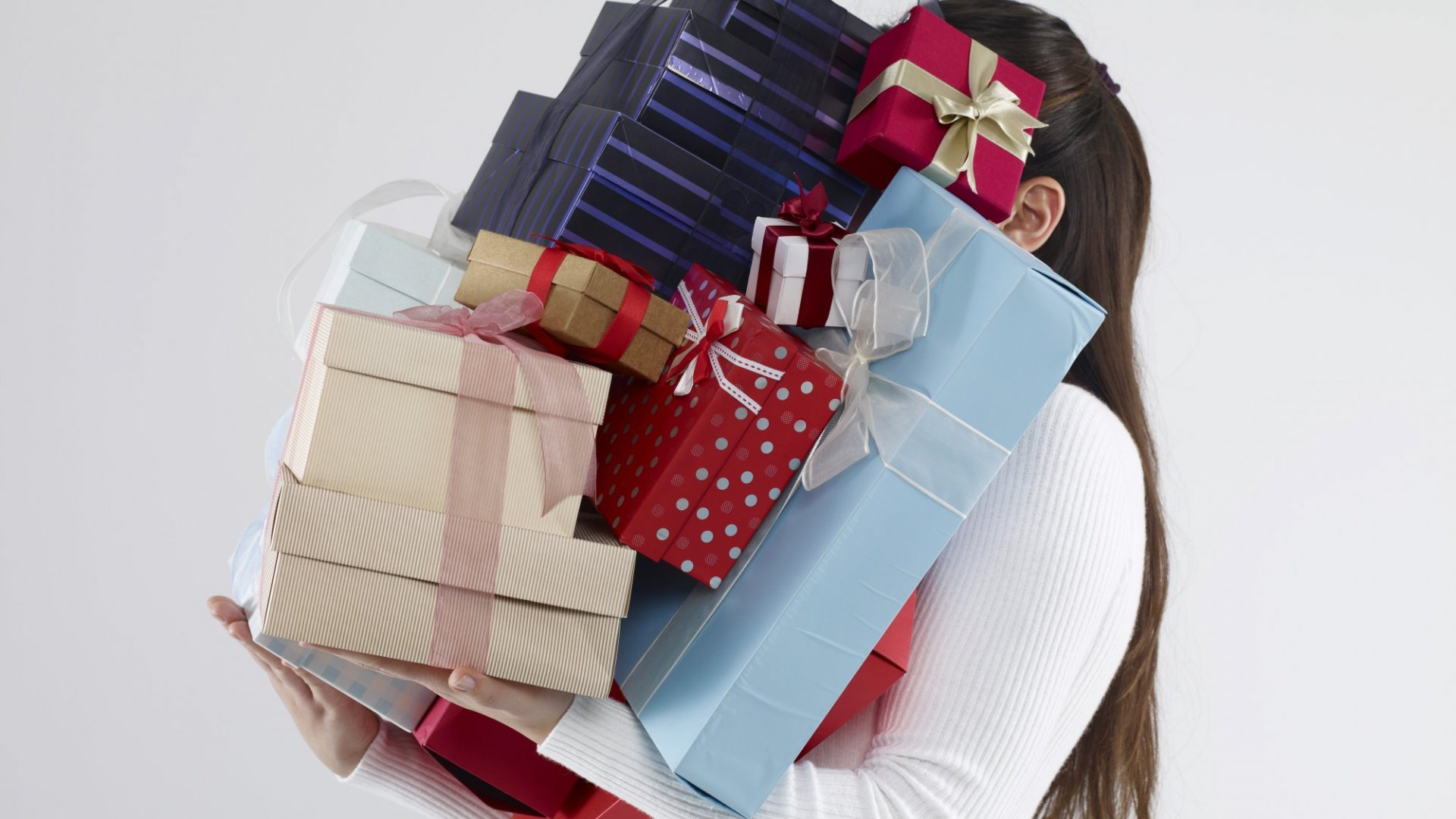Holidays Can Be the Worst Time to Send Client Gifts, According to Research. Here's What to Do Instead