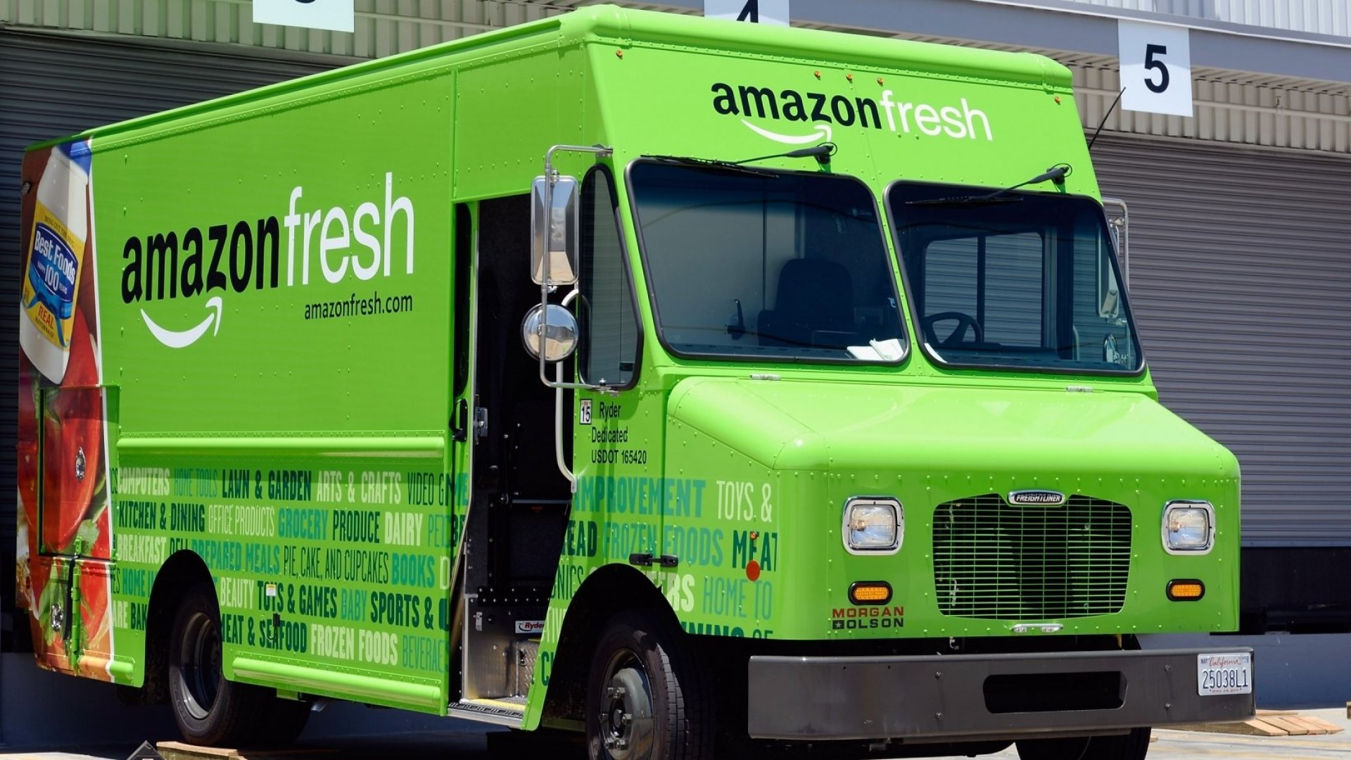 Amazon Could Open up to 2,000 Grocery Stores