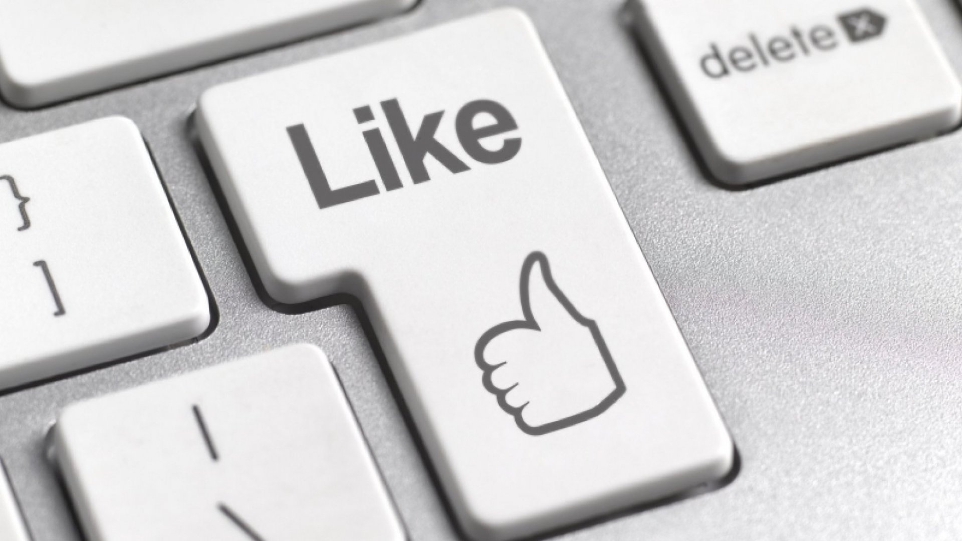 Facebook Announces News Feed Updates to Target Clickbaiting Links