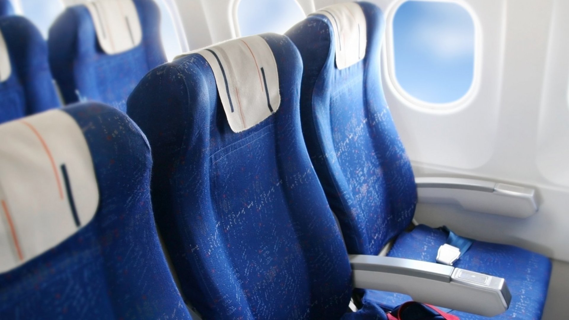 A Drunk Guy 'Inappropriately Touched' a Woman on a Plane. He'll Have a Heart Attack If He Ever Learns Who She Was