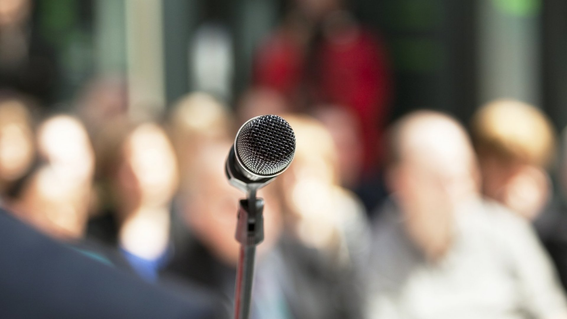 13 Public Speaking Mistakes That Even the Smartest Leaders Make