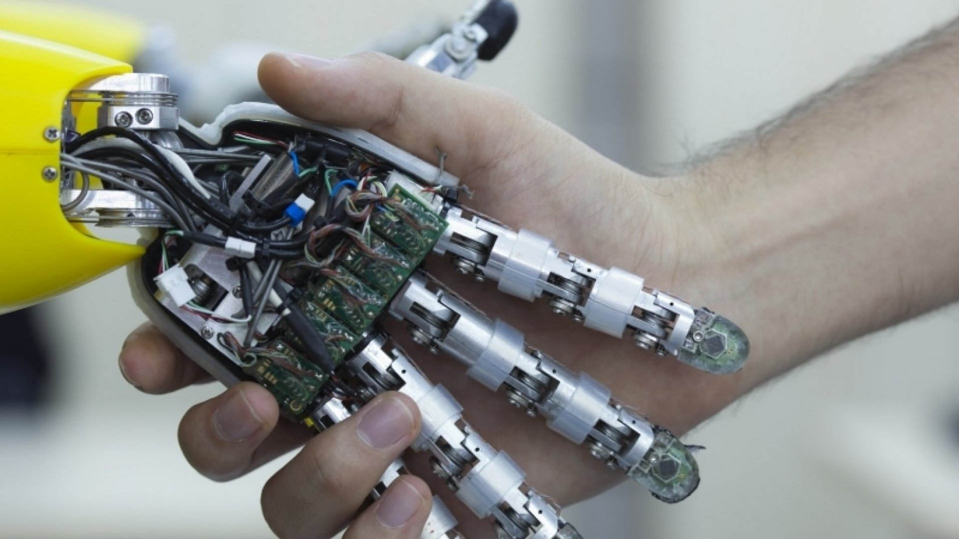Why Robots Can't Hurt Salespeople
