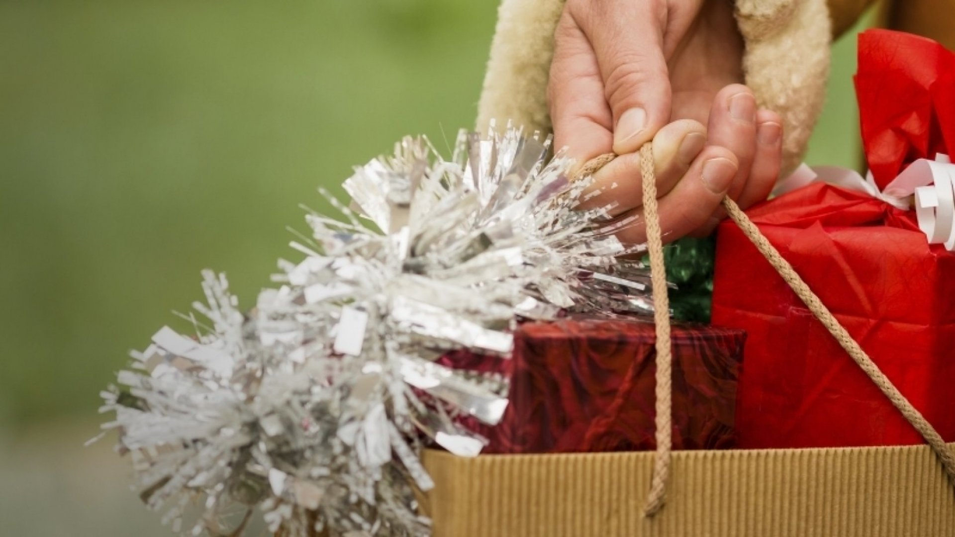 6 Easy Ways to Delight Your Customers This Holiday Season