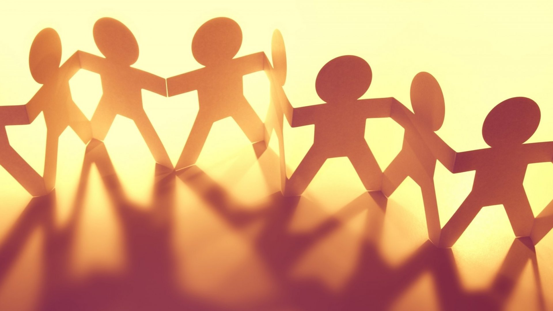 Tired of Shallow Work Relationships? Here Are 5 Ways to Build Camaraderie and Foster Community