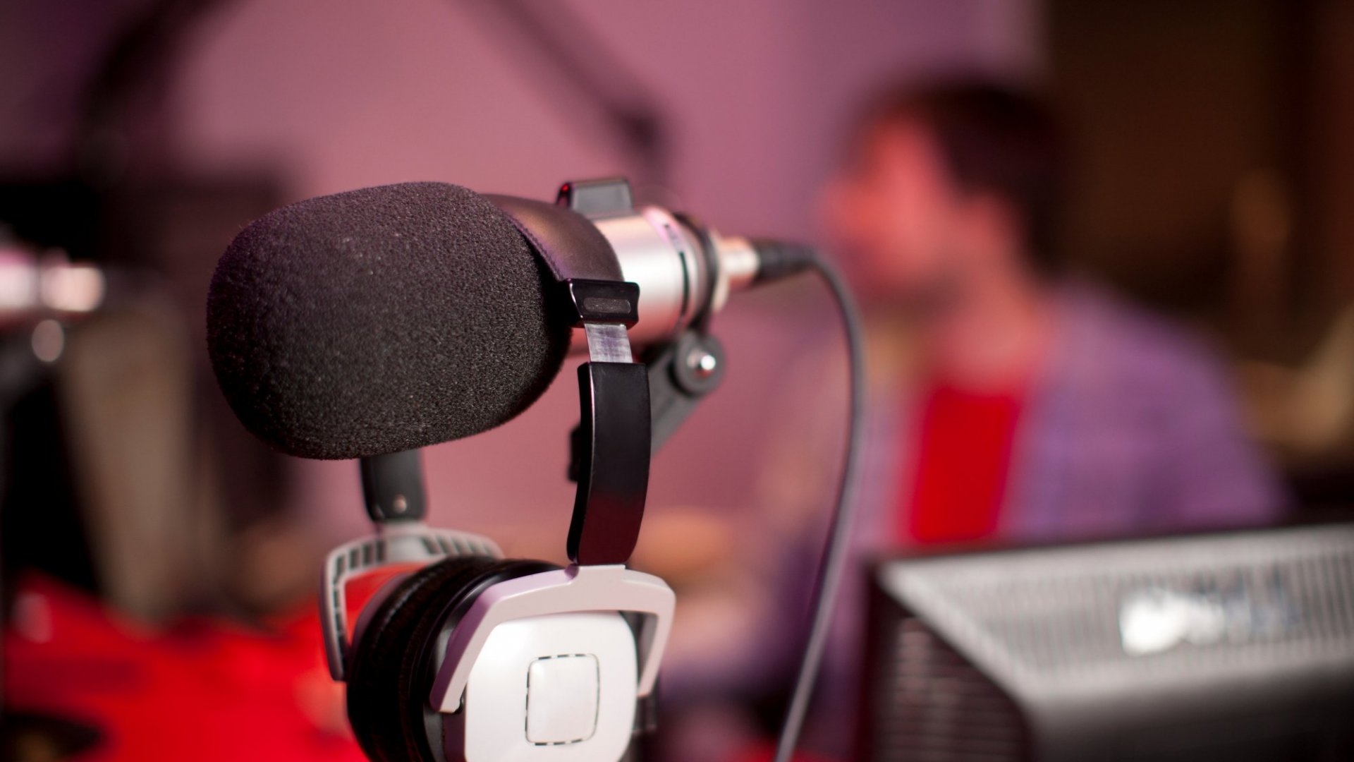 5 Podcasts to Make You a Smarter Leader