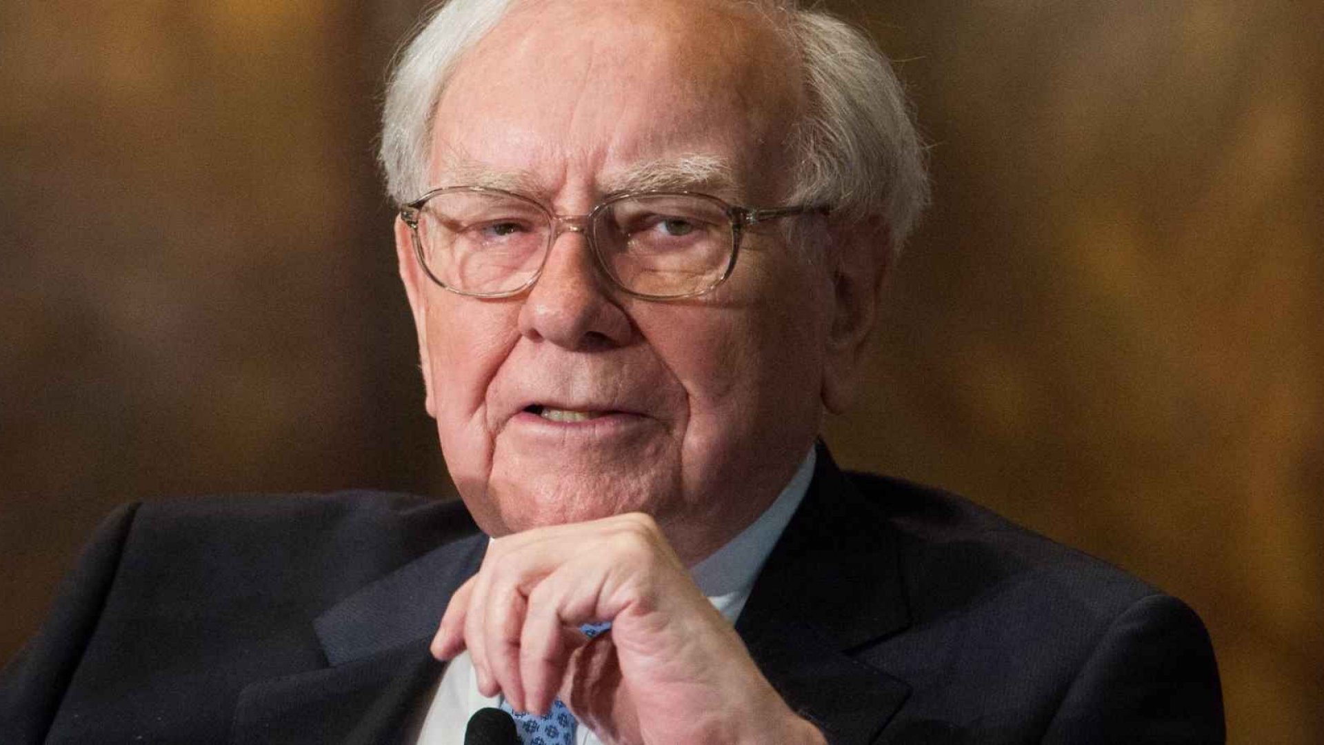 Warren Buffett: Why You Shouldn't Believe Gloomy Economic Forecasts