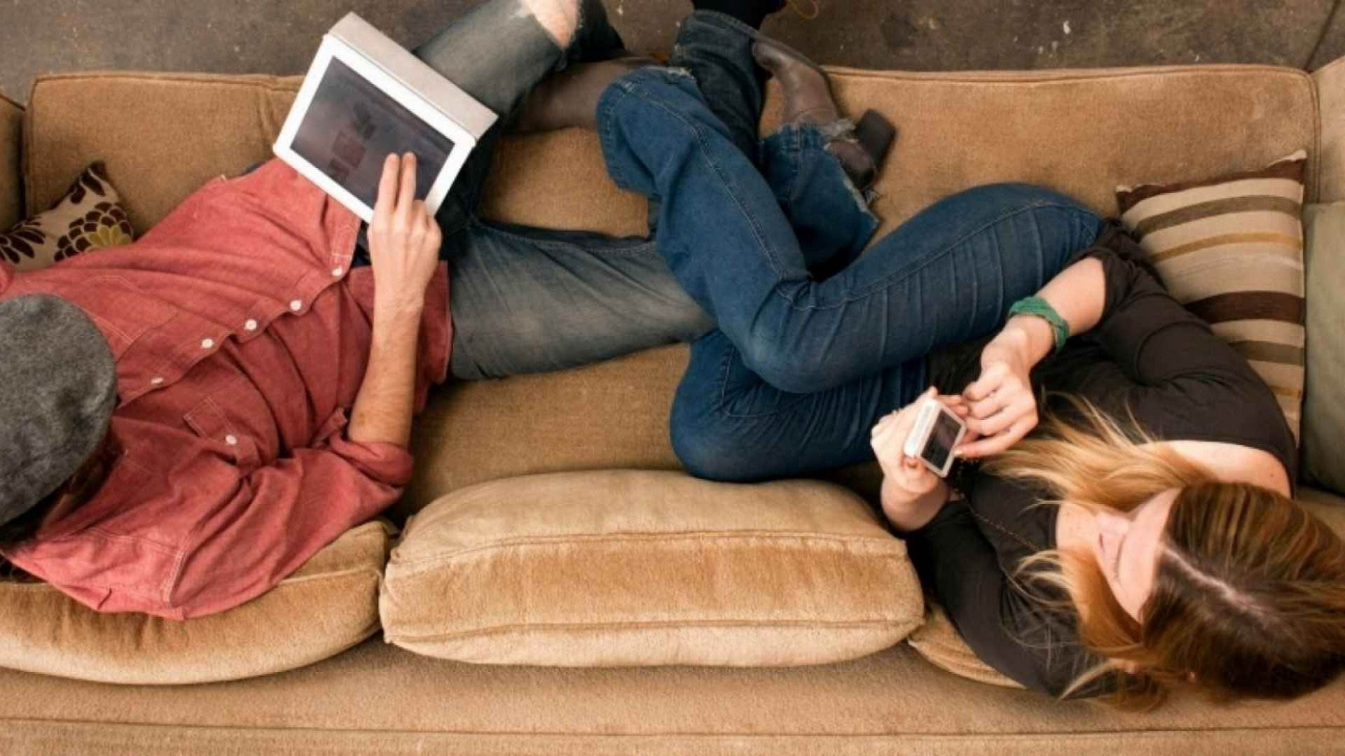 Yet More Evidence Your Phone Is Ruining Your Relationships