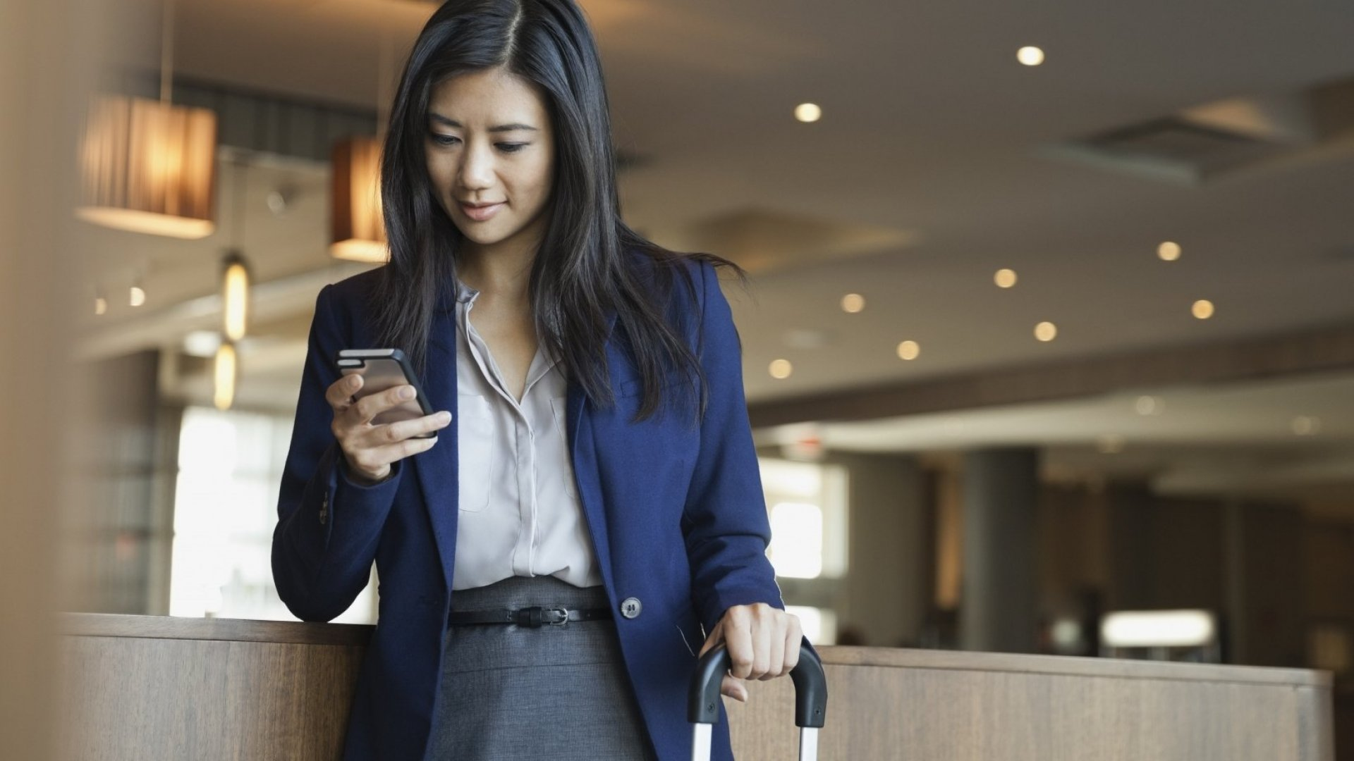 5 New Apps to Save Your Skin on a Business Trip