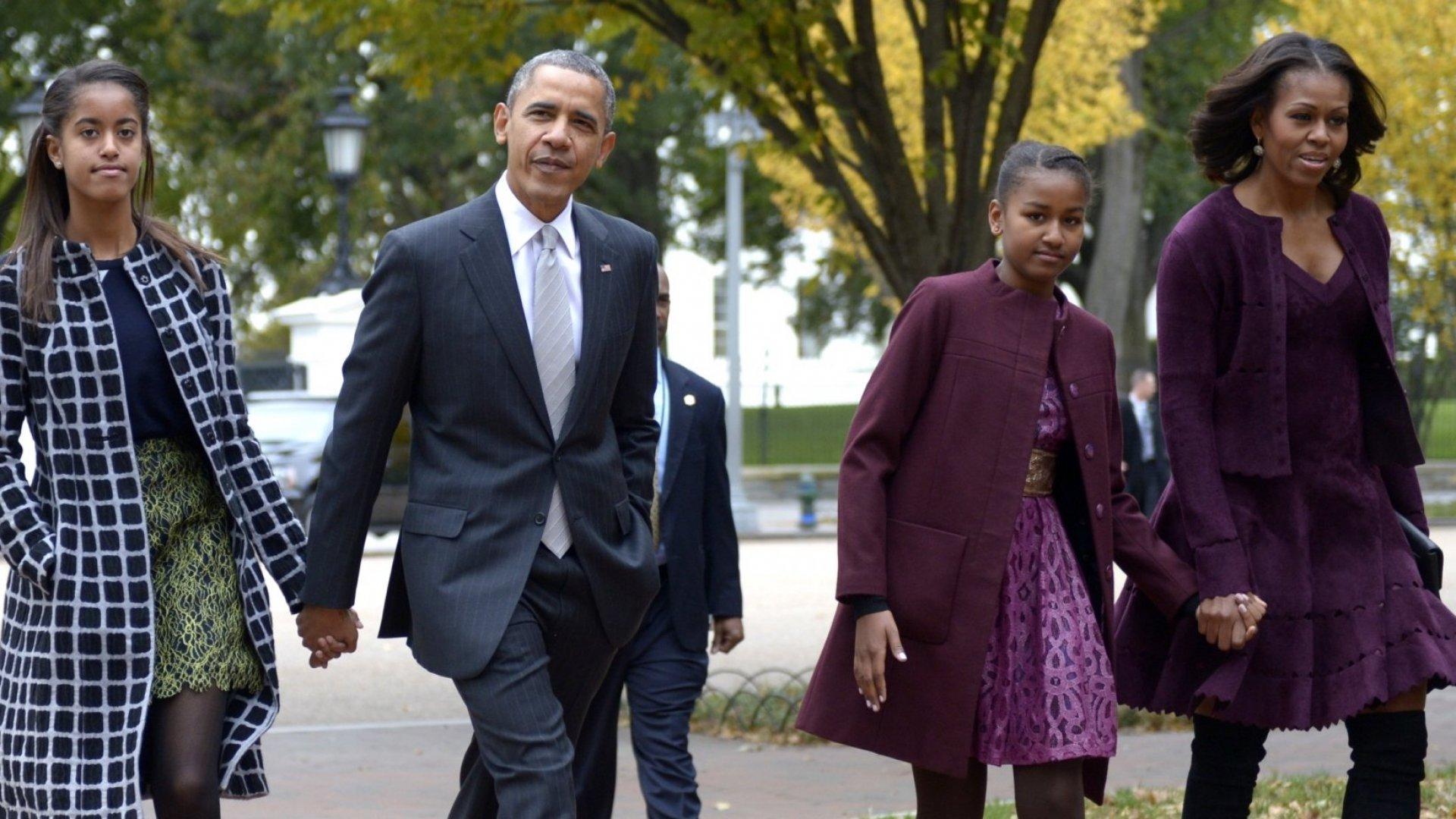 Malia Obama, Barack Obama, Sasha Obama, and Michelle Obama.