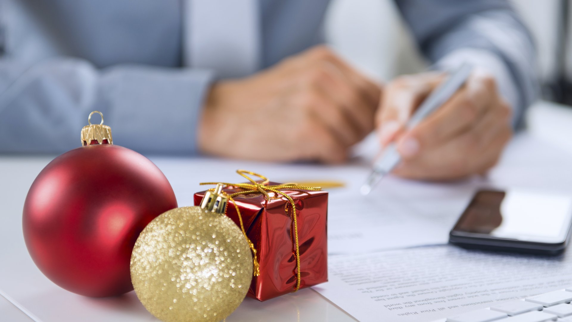 3 Things to Consider Before Forcing Your Employees to Work the Holidays