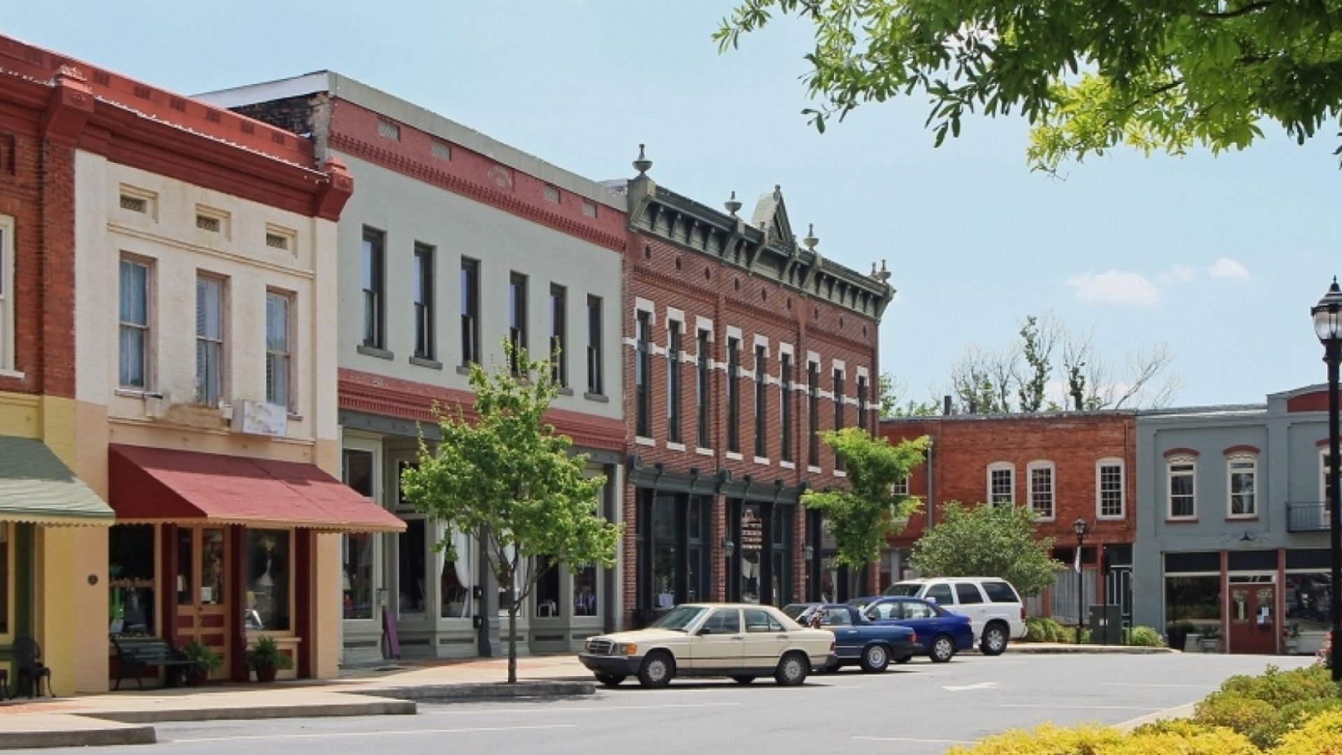 8 Brand-Building Tips for Business Owners in Small Towns