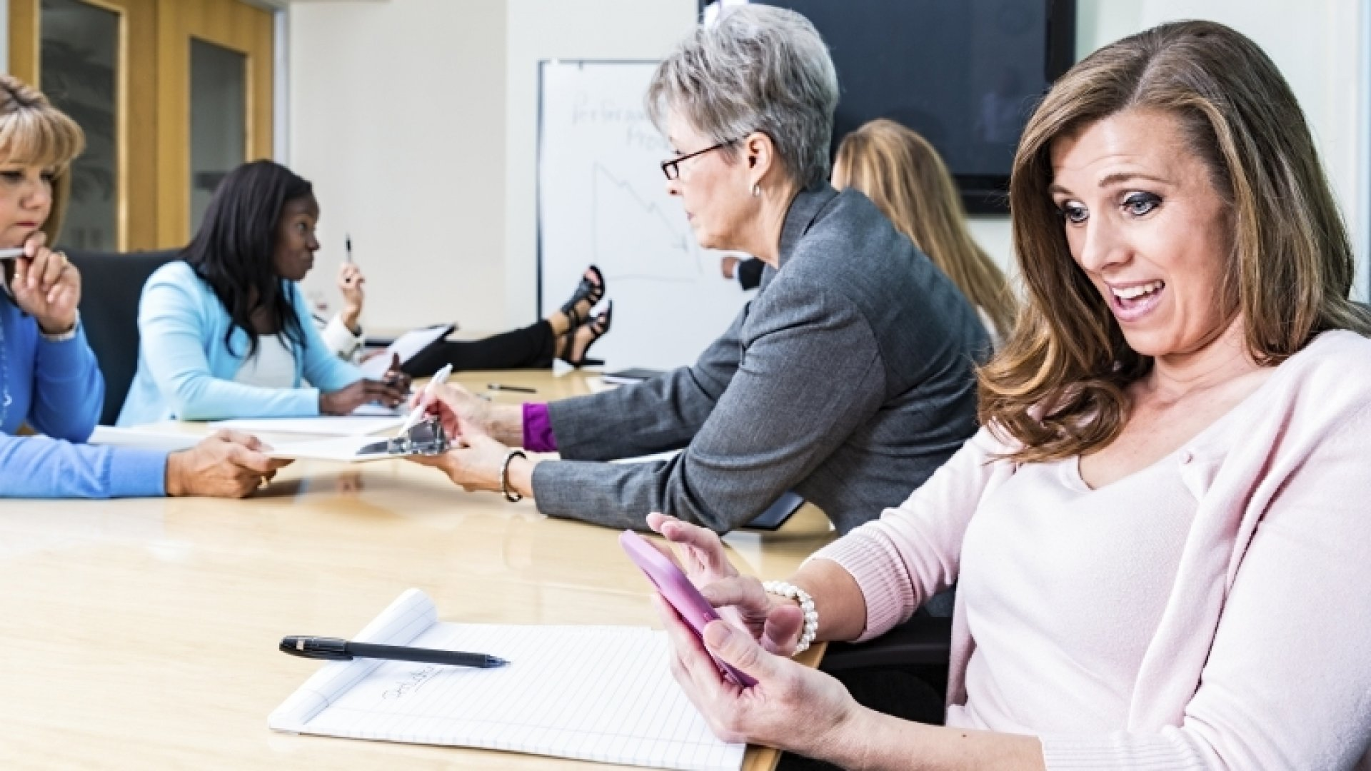 Why Successful People Never Bring Smartphones Into Meetings