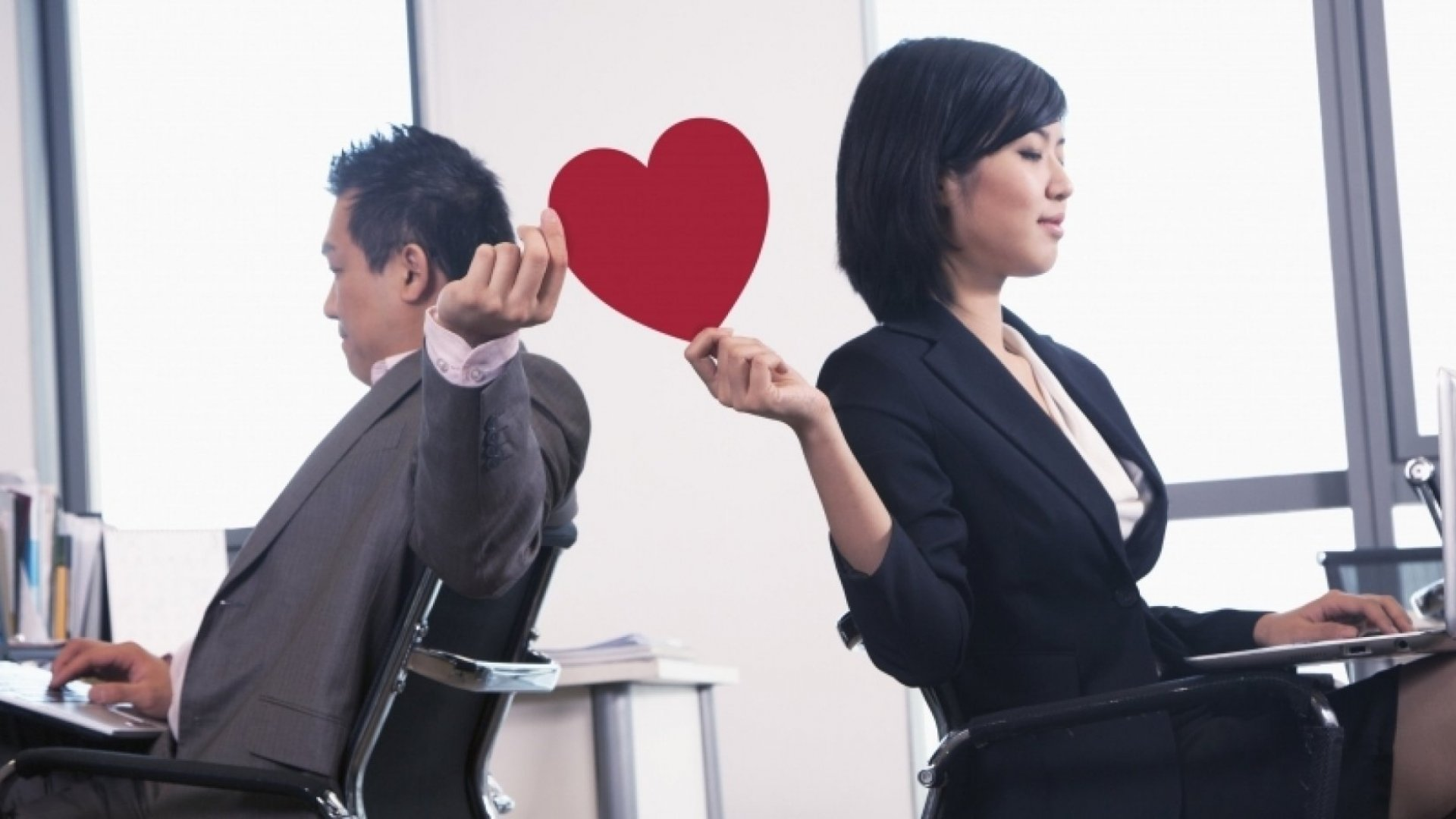 How to Manage Your Romance in the Workplace