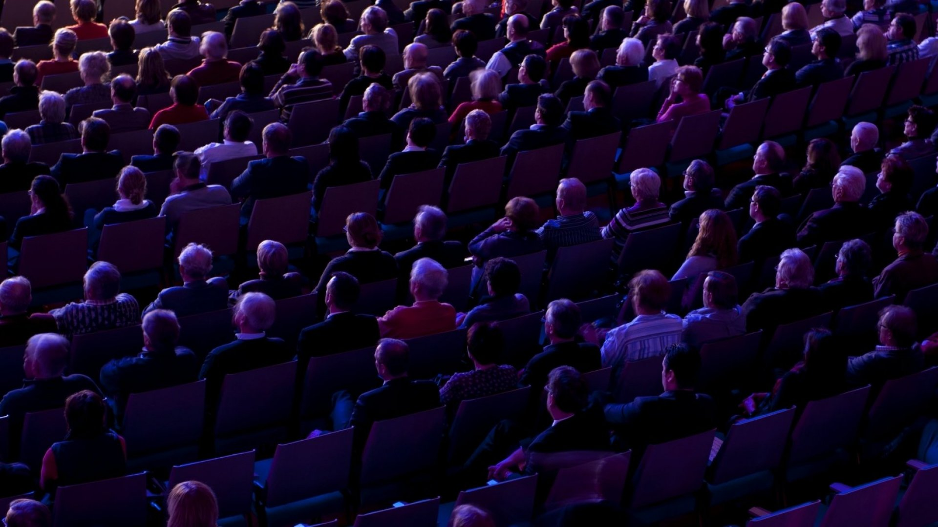 11 Clever Ways to Keep an Audience Engaged Without Saying a Word
