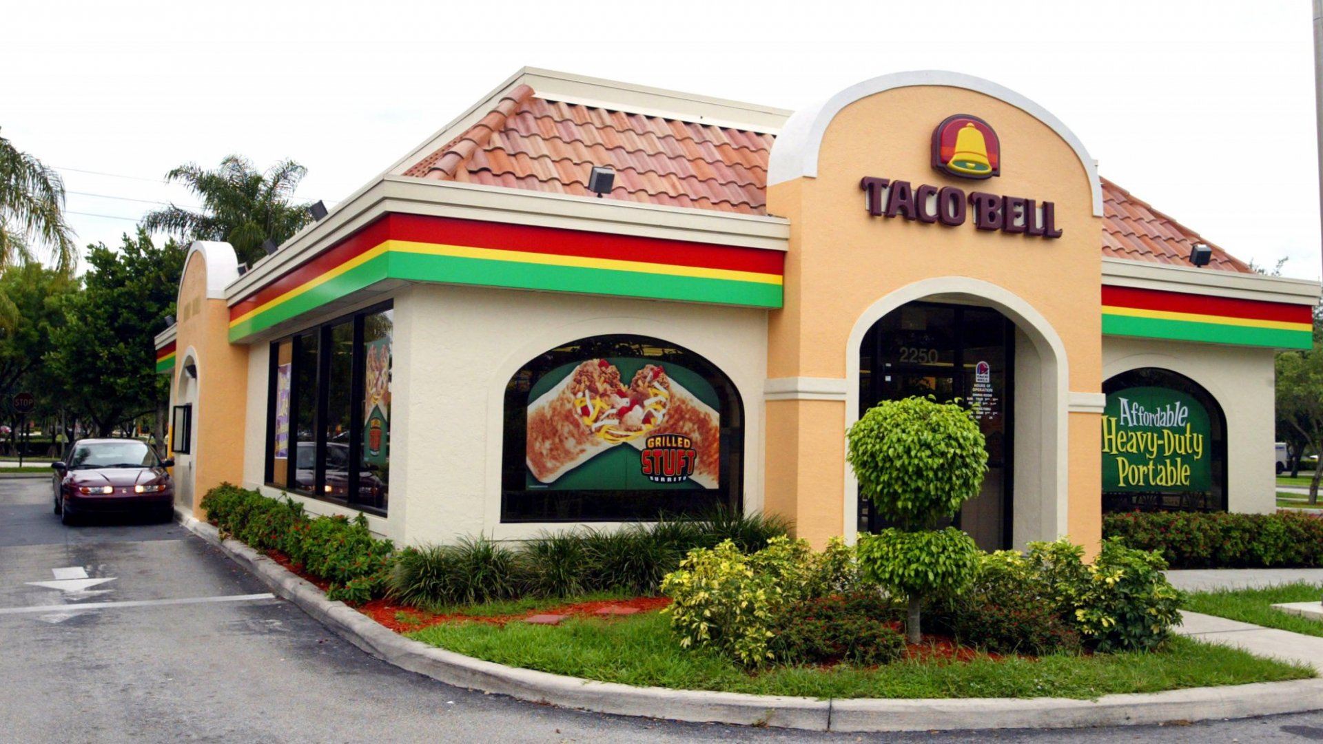 Taco Bell To Pay Some Managers $100k