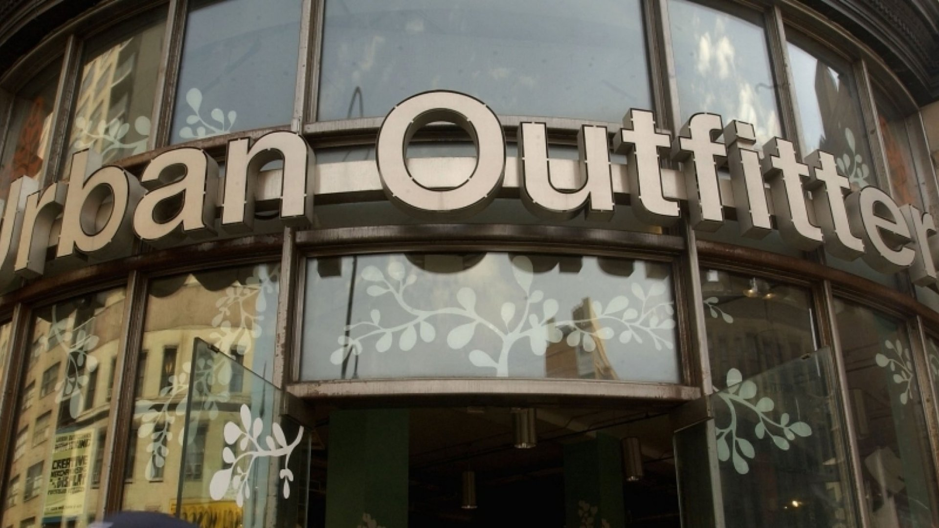 How Urban Outfitters Gets Staff to Work For Free