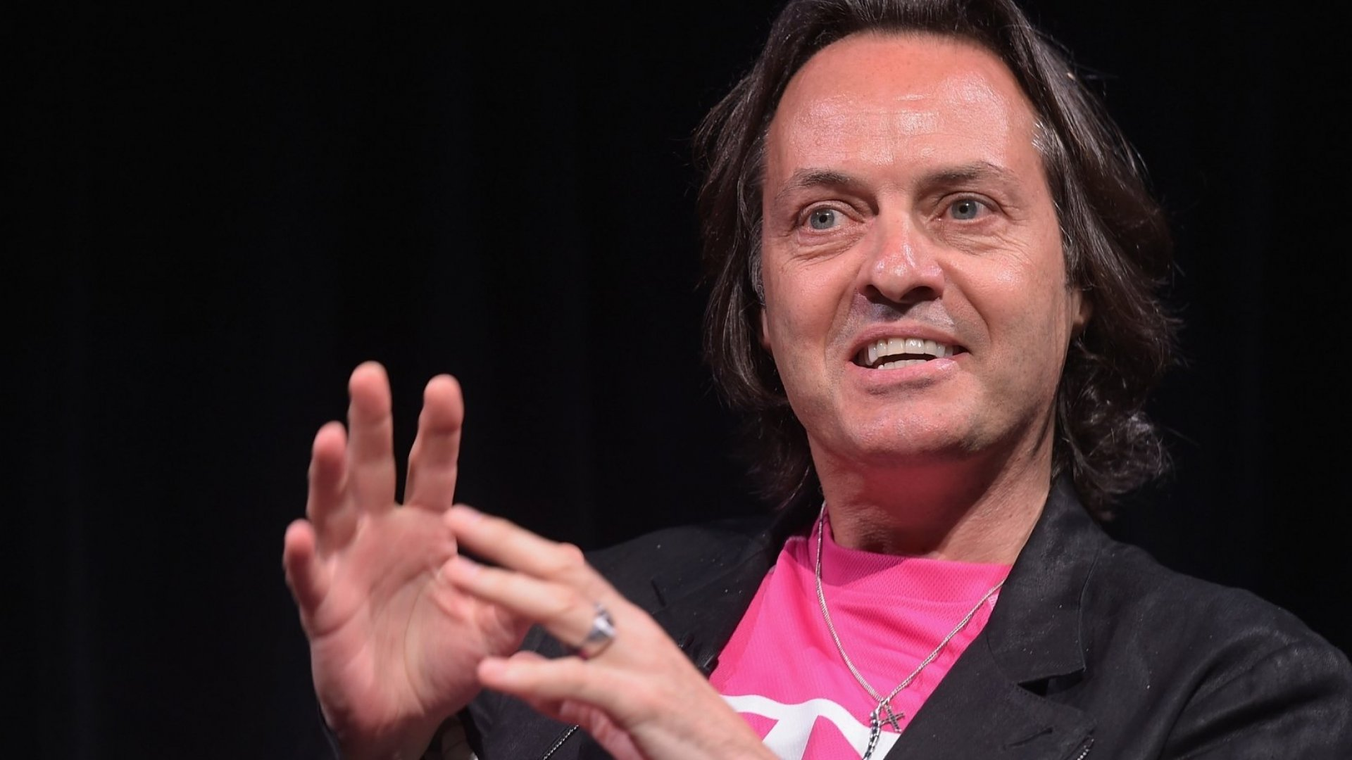 In 1 Tweet T-Mobile's CEO Shows the Right Way to Handle Customer Service