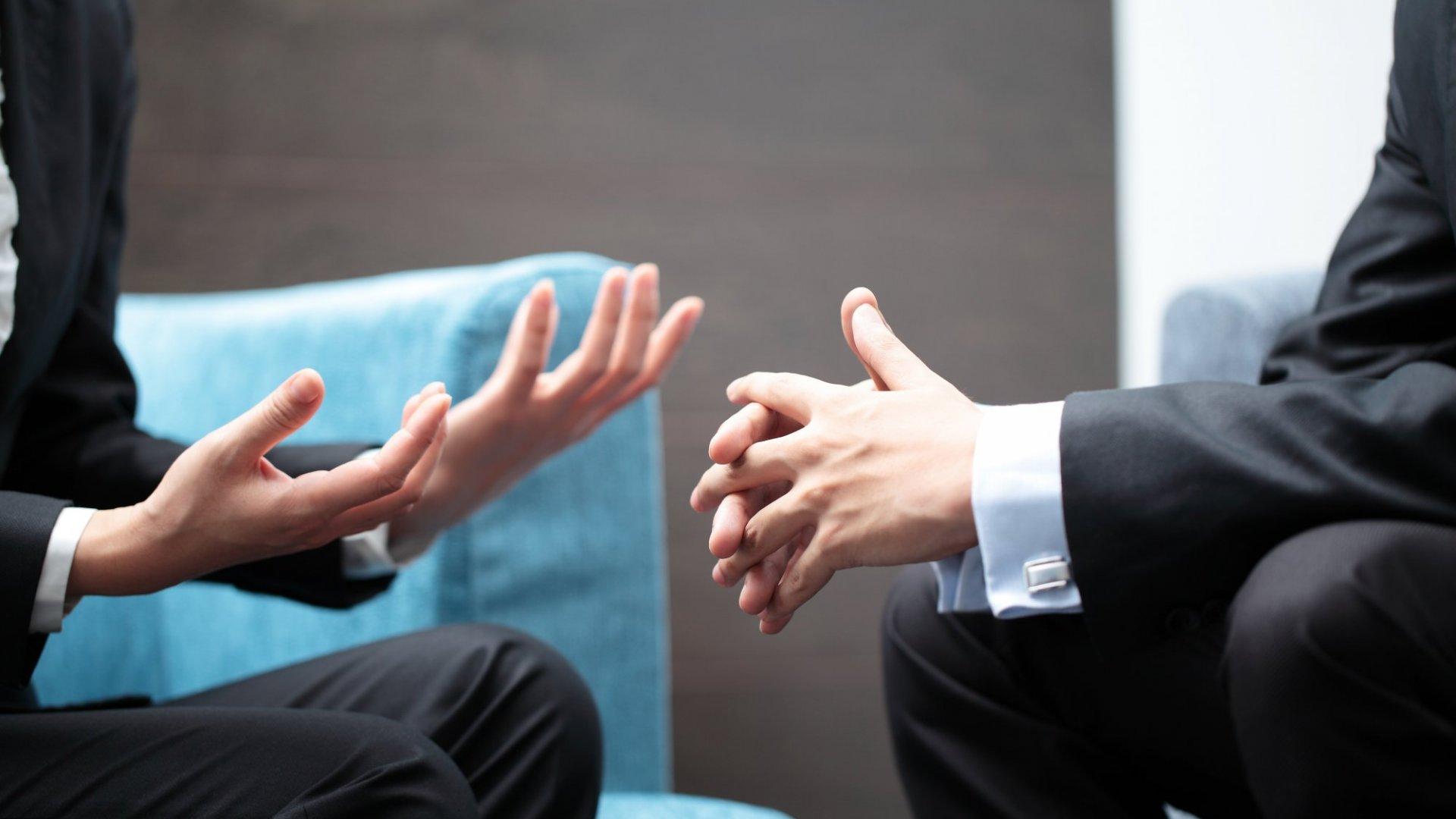 Here's What the Pros Are Saying About Your Professional Body Language