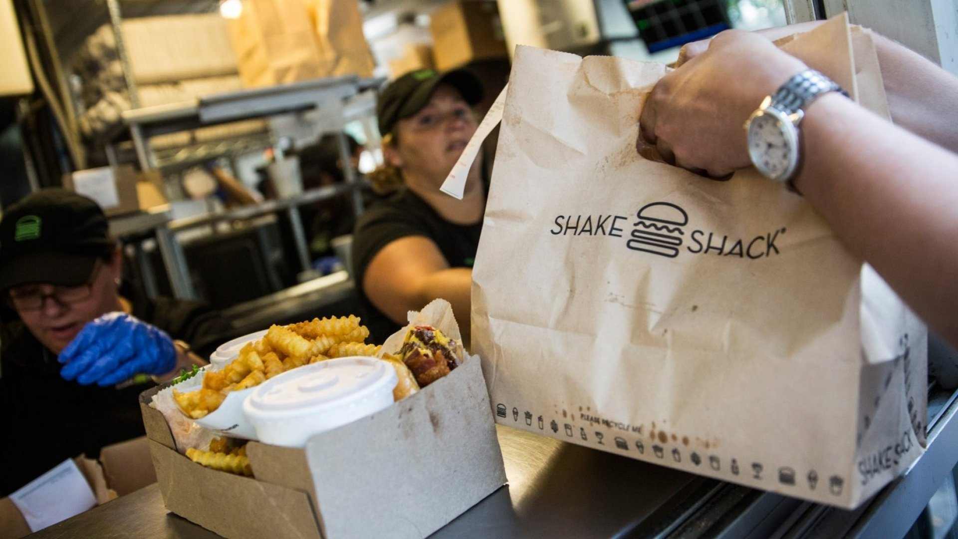 The High-Tech Ways Shake Shack and Warby Parker Get Personal With Customers