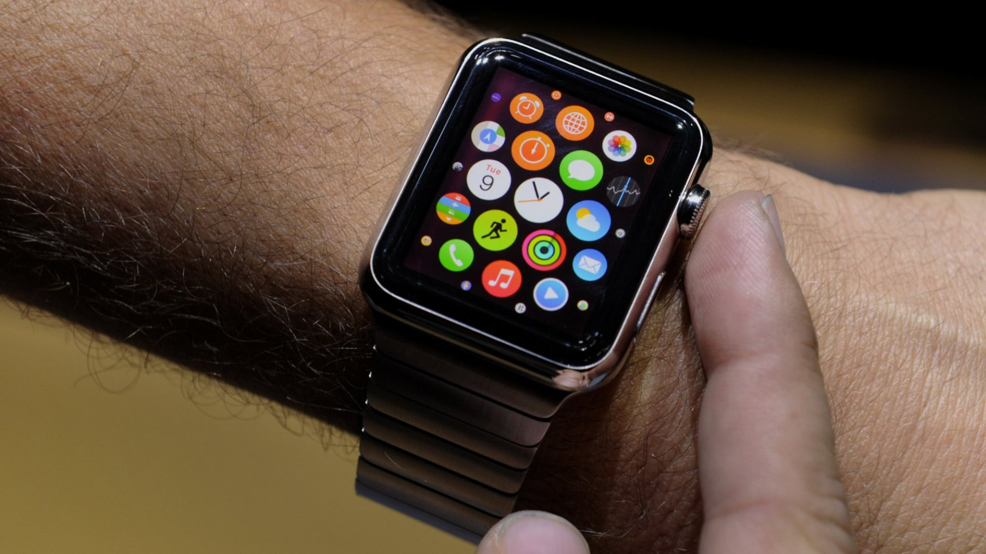 Can the iWatch Take Apple From Geek to Chic?