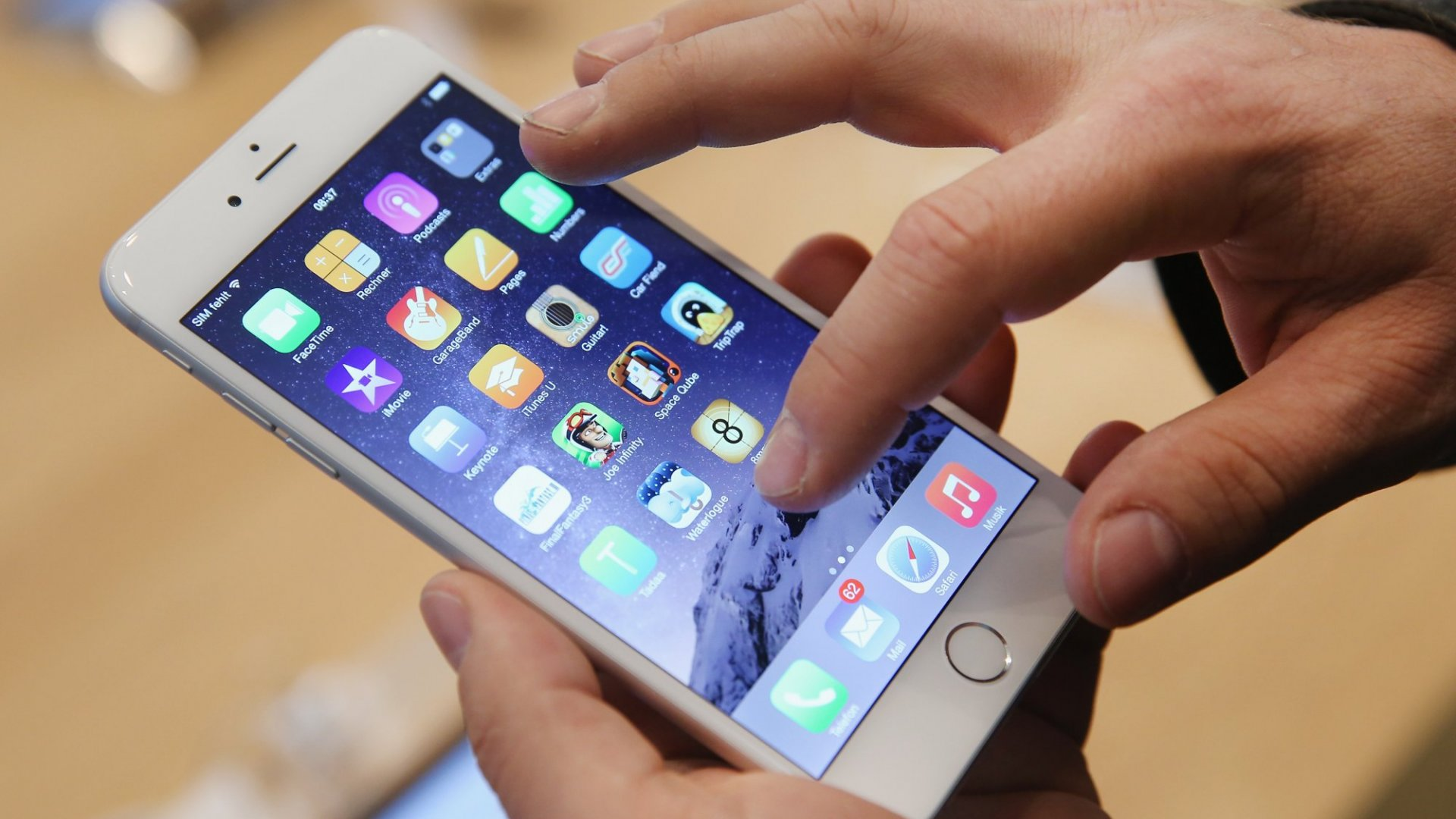 Apple Just Admitted iPhones Have a Serious Design Flaw--and the Company Knew It All Along