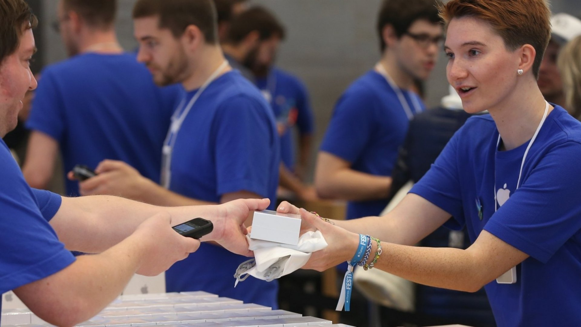 The 11 Weirdest Aspects of Working at an Apple Store