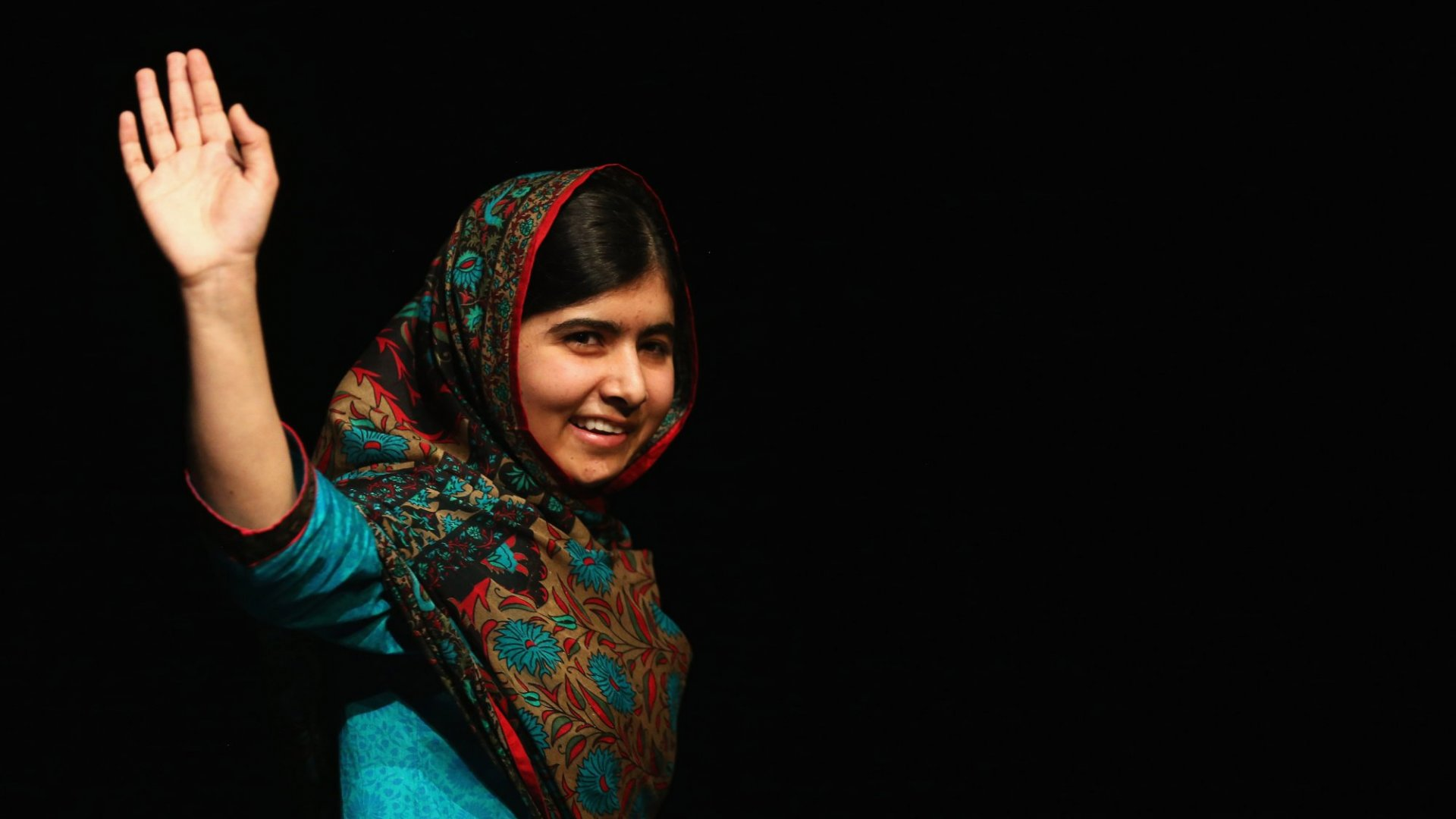 Tim Cook Wants to Help Nobel Peace Prize Winner Malala Yousafzai Offer Education to Underprivileged Girls
