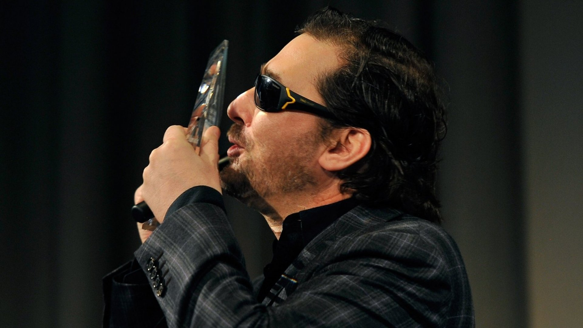 4 Tips for Managing Your Emotions from 'Poker Brat' Phil Hellmuth