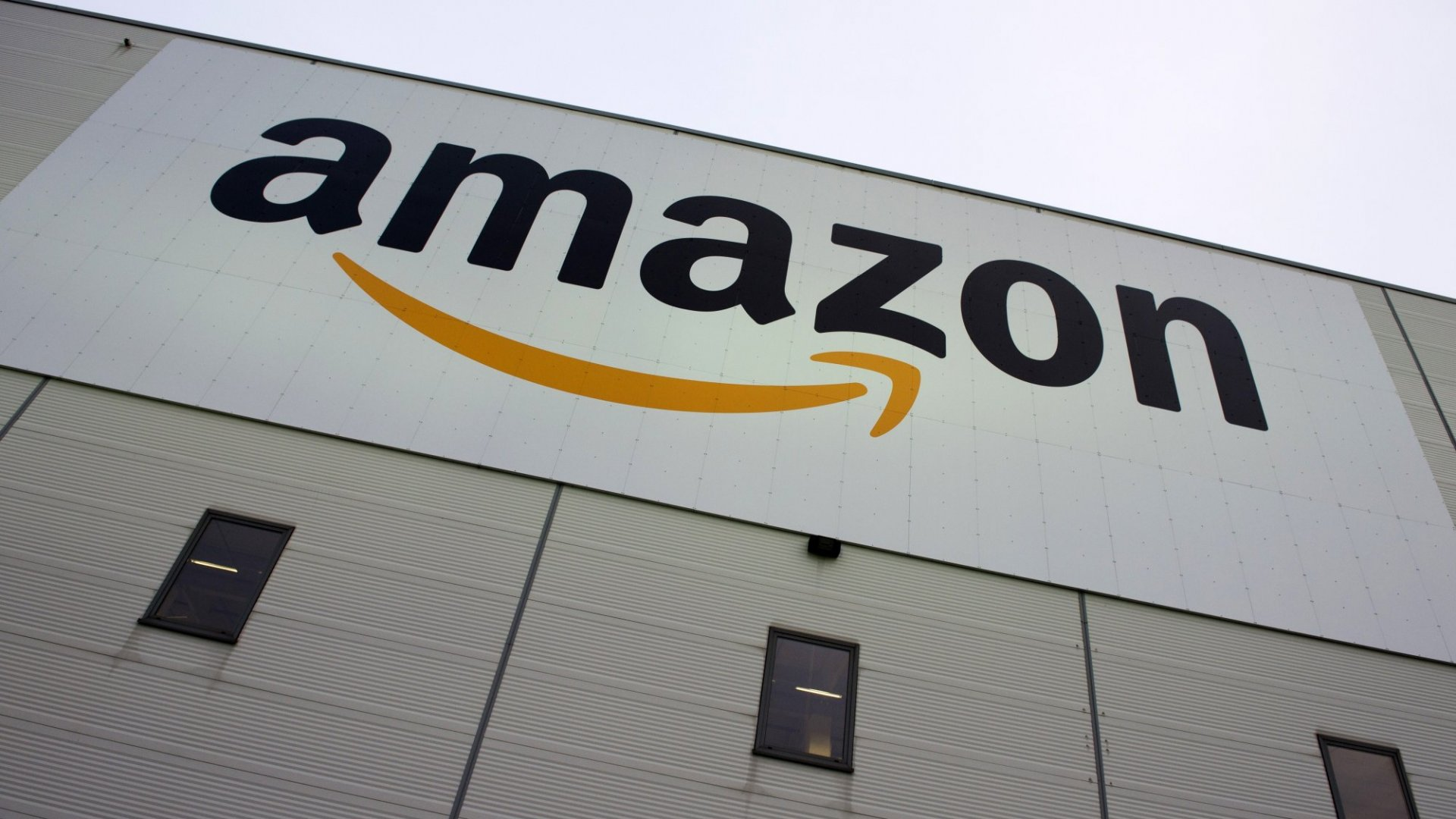 At Amazon's Futuristic New Grocery Store, Just Grab Food Off the Shelves and Leave