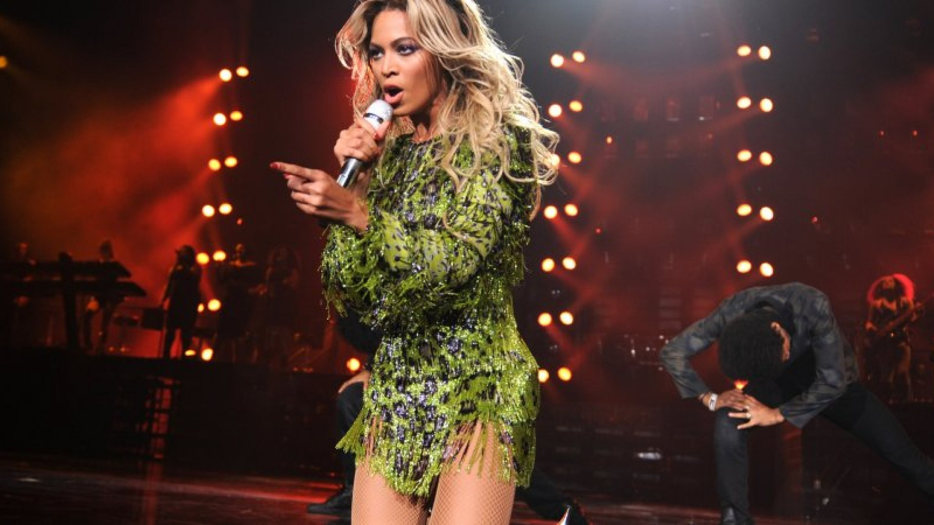 Entertainer Beyonce performs on stage during 'The Mrs. Carter Show World Tour' at the Barclays Center on December 22, 2013 in New York, New York.  (Photo by Kevin Mazur/WireImage for Parkwood Entertainment)