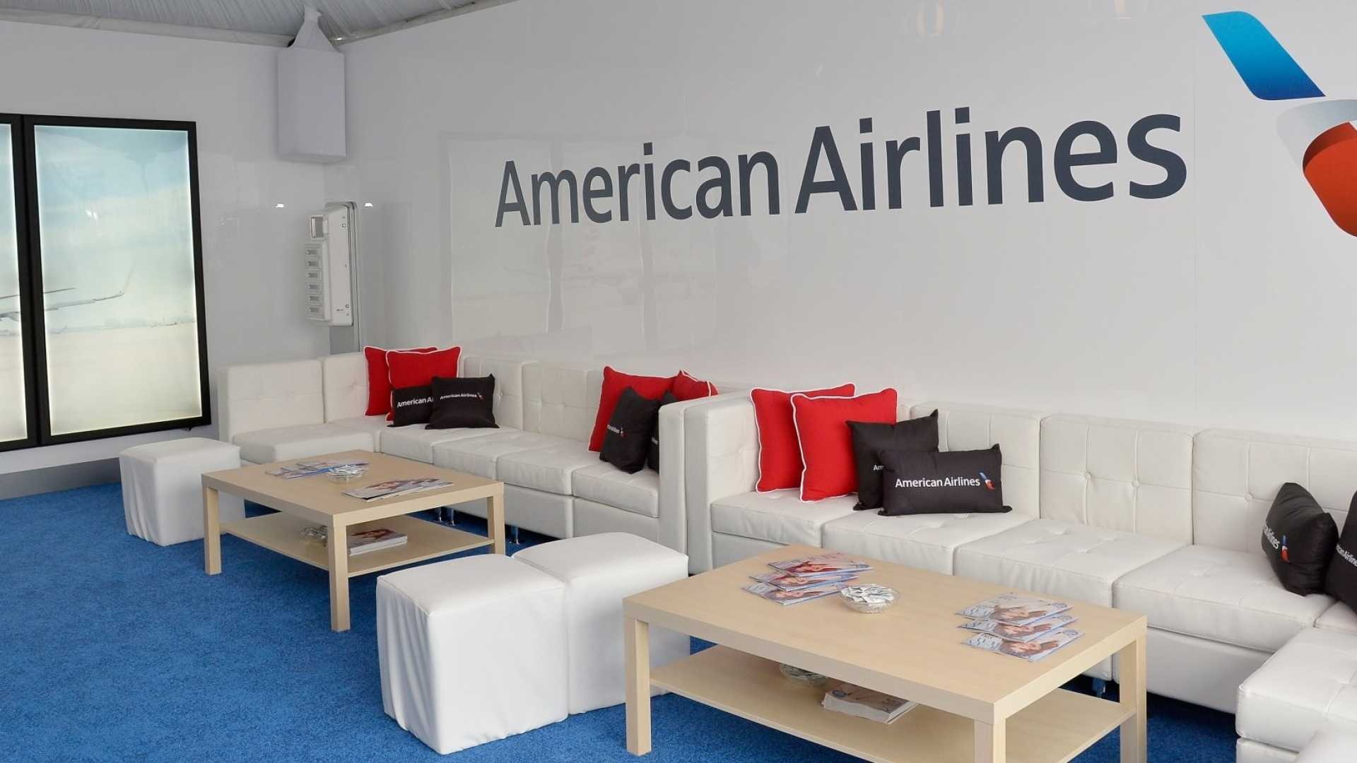 A 16-Year-Old Was Angry at Being Denied Access to an American Airlines Lounge. A 64-Year-Old Woman Wrote the Teen a Brilliant Note