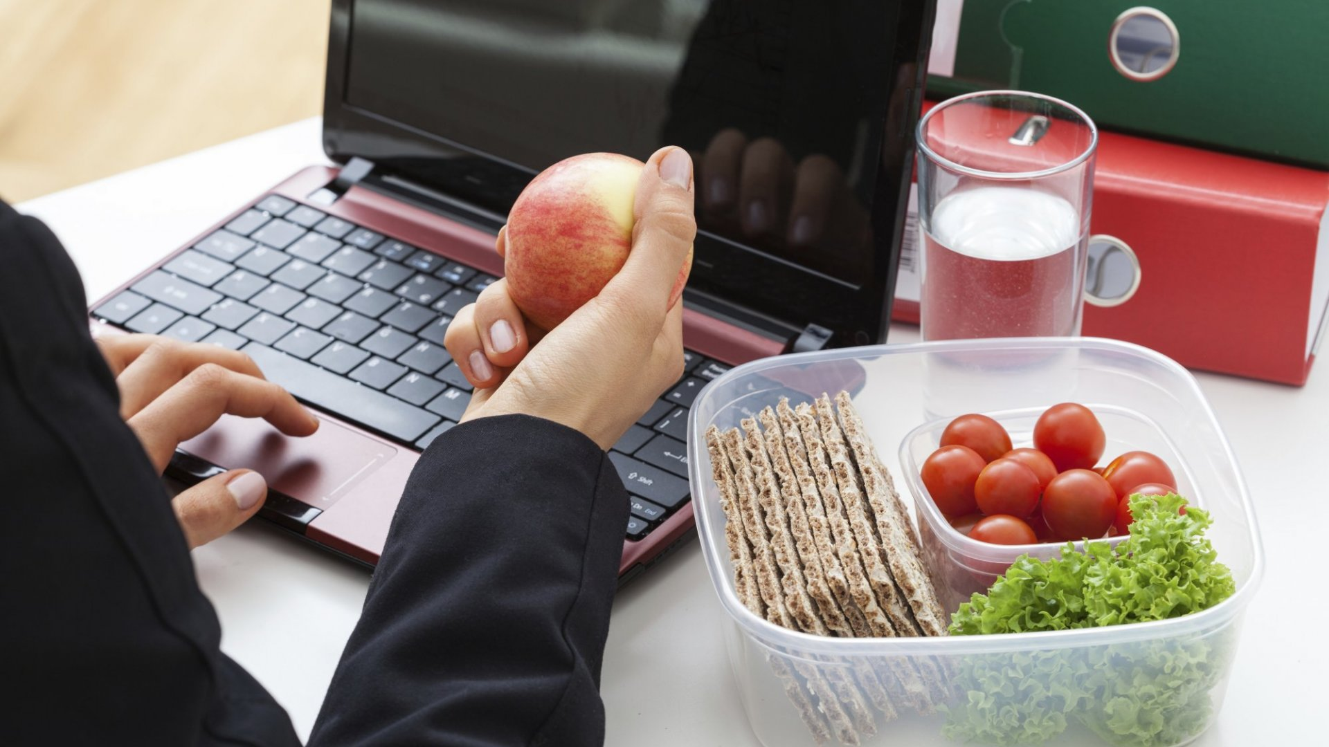 3 Healthy Eating Habits That Will Also Make You Super Productive at Work