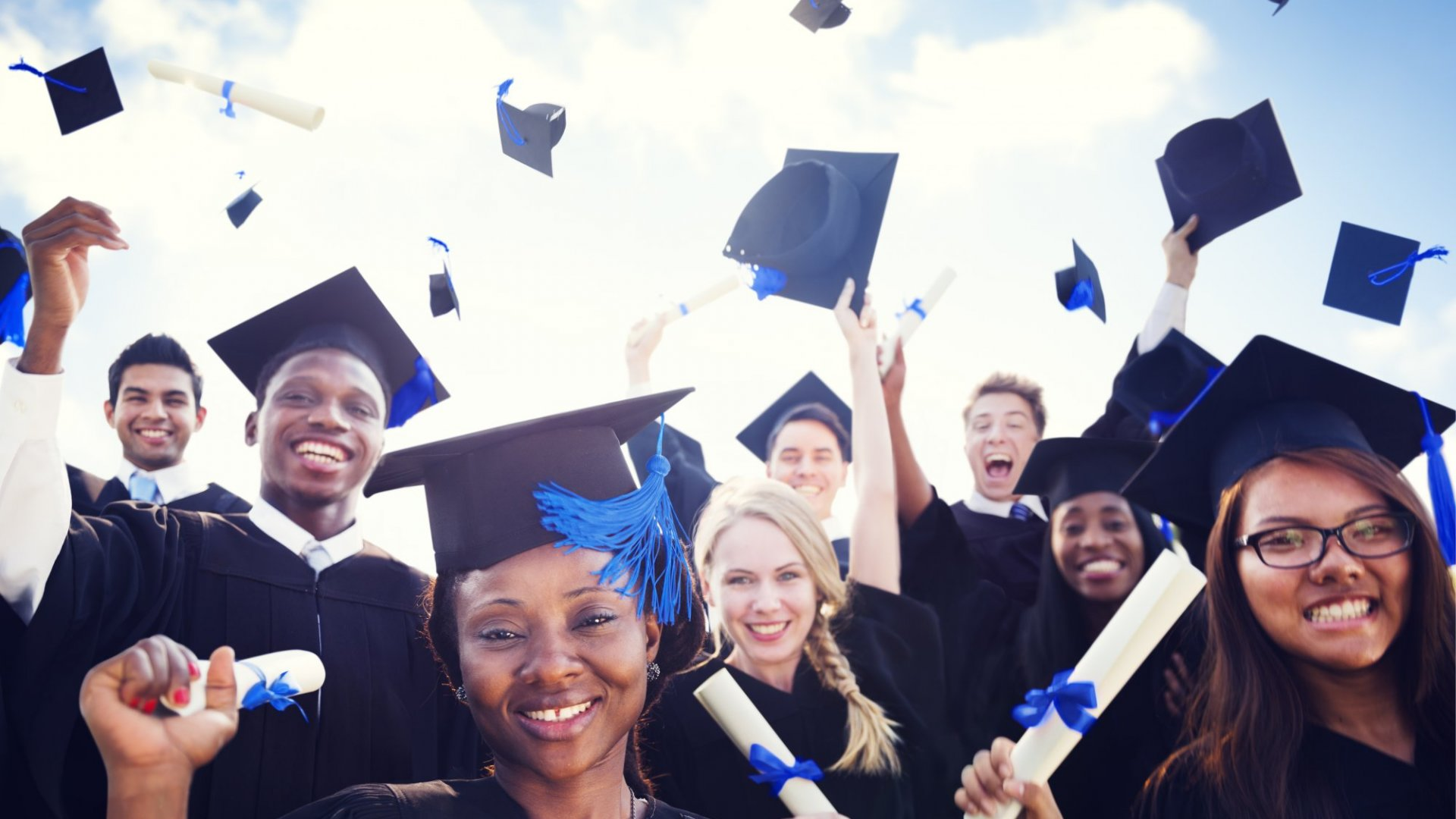 Financial Planner to New Grads: There's a Big Silver Lining to a Low-Paying First Gig