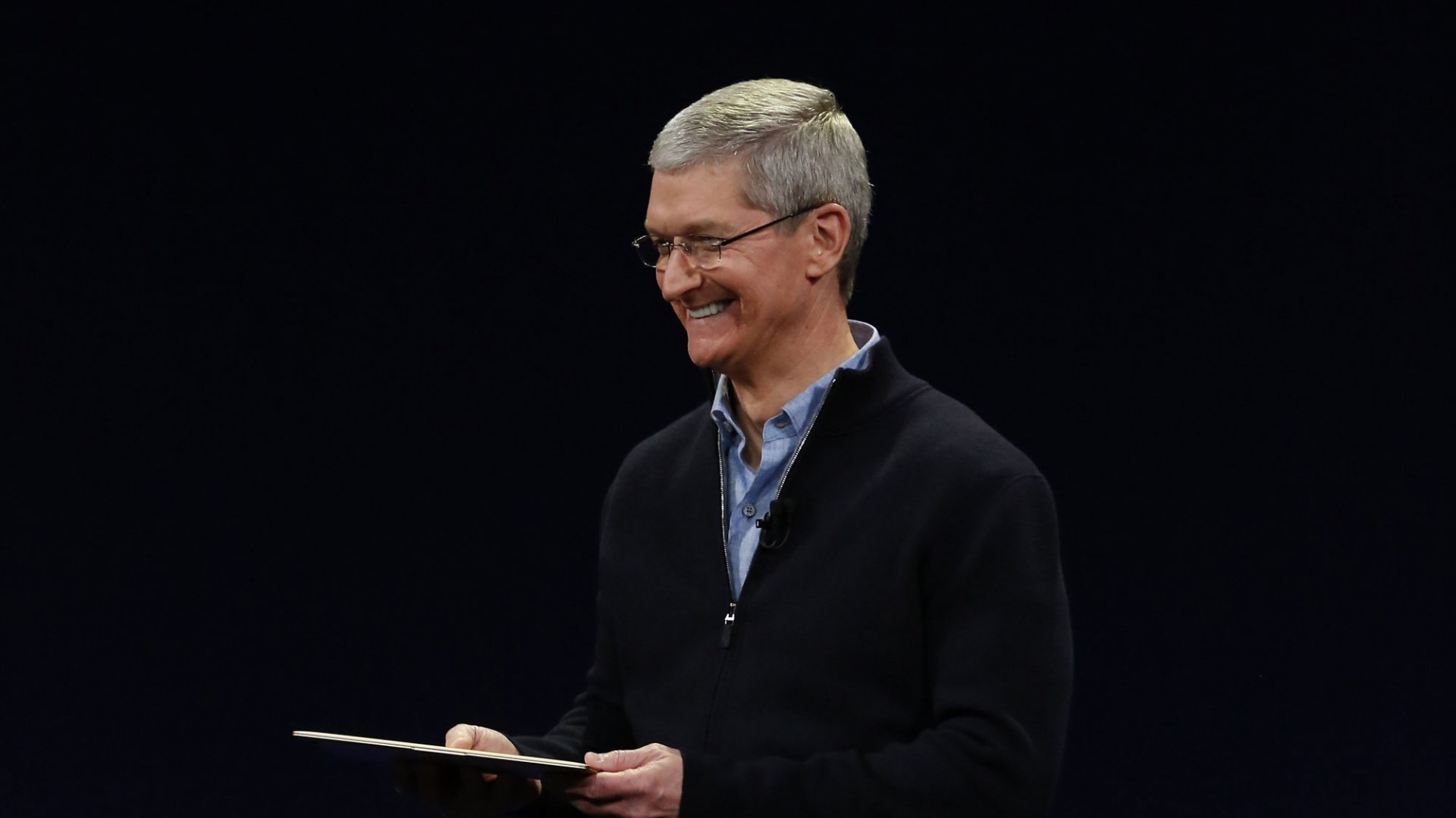 Apple CEO Tim Cook Talked Steve Jobs and Making a Difference in His Eye-Opening Stanford Commencement Speech