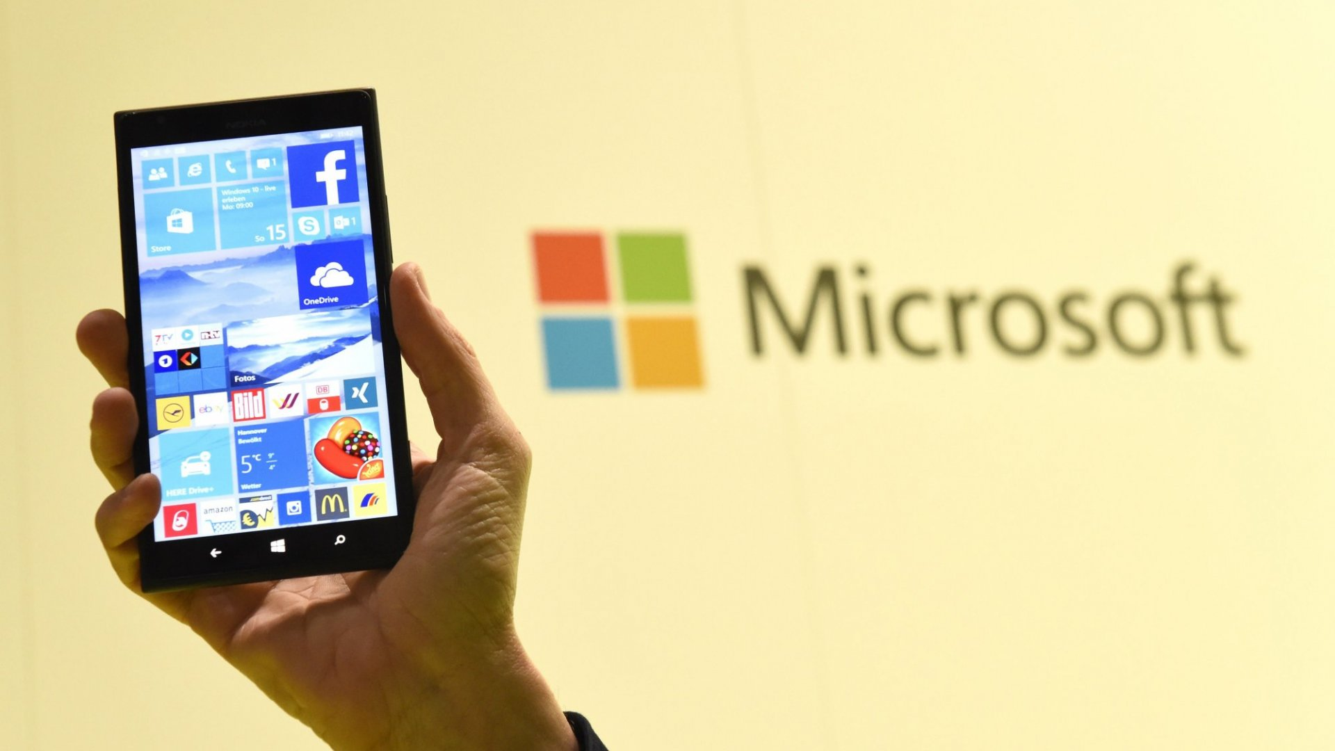 Apple, Android App Makers Cool to Microsoft's Invitation