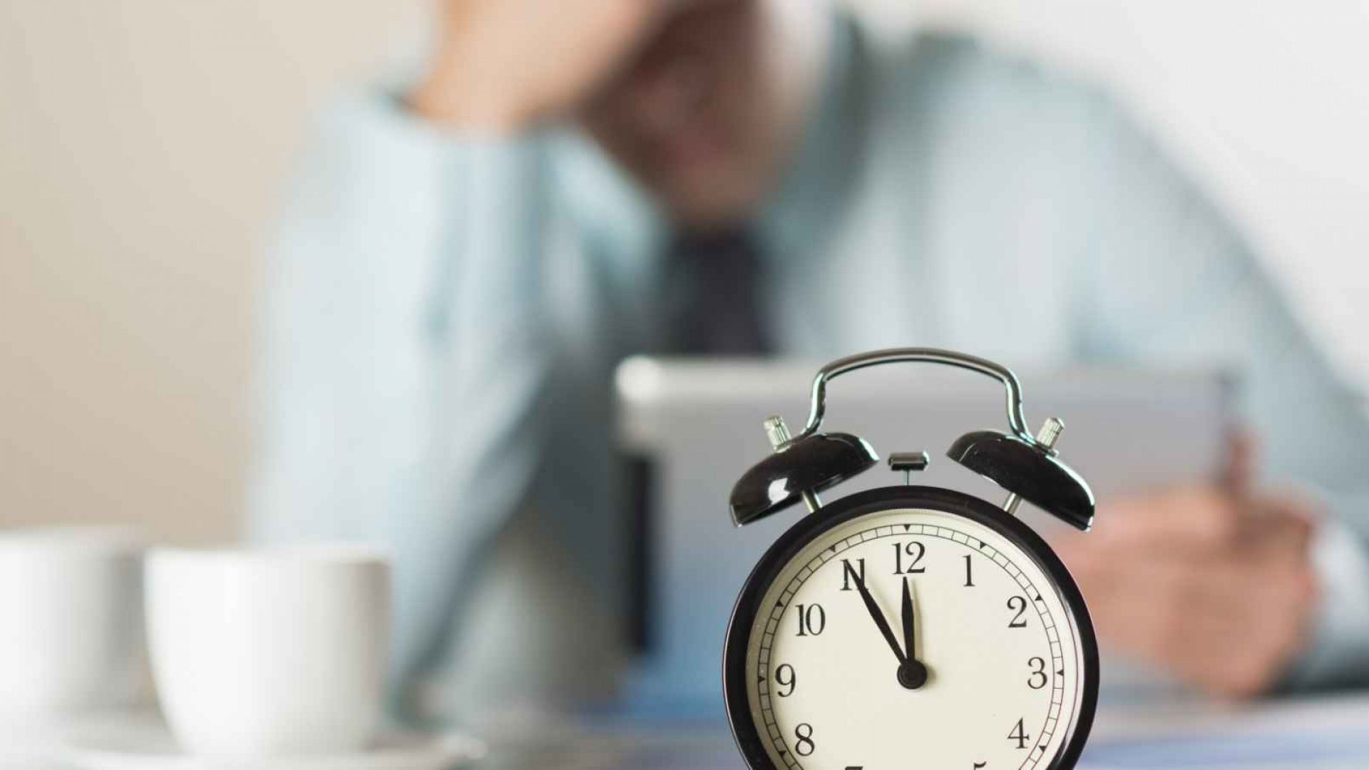 4 Small Steps to Break Your Workaholic Addiction
