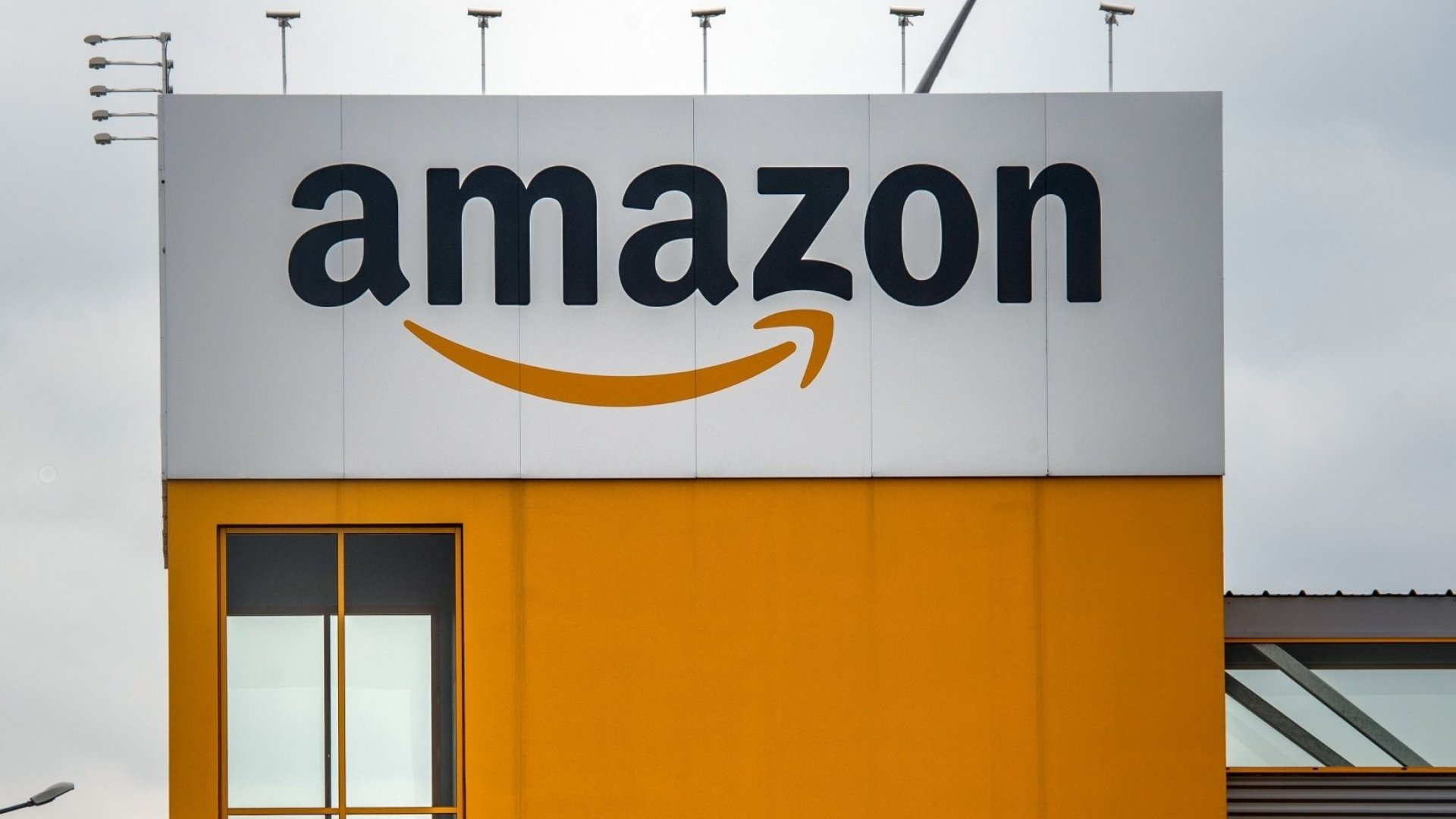 Amazon Is Splitting HQ2 Between 2 Cities