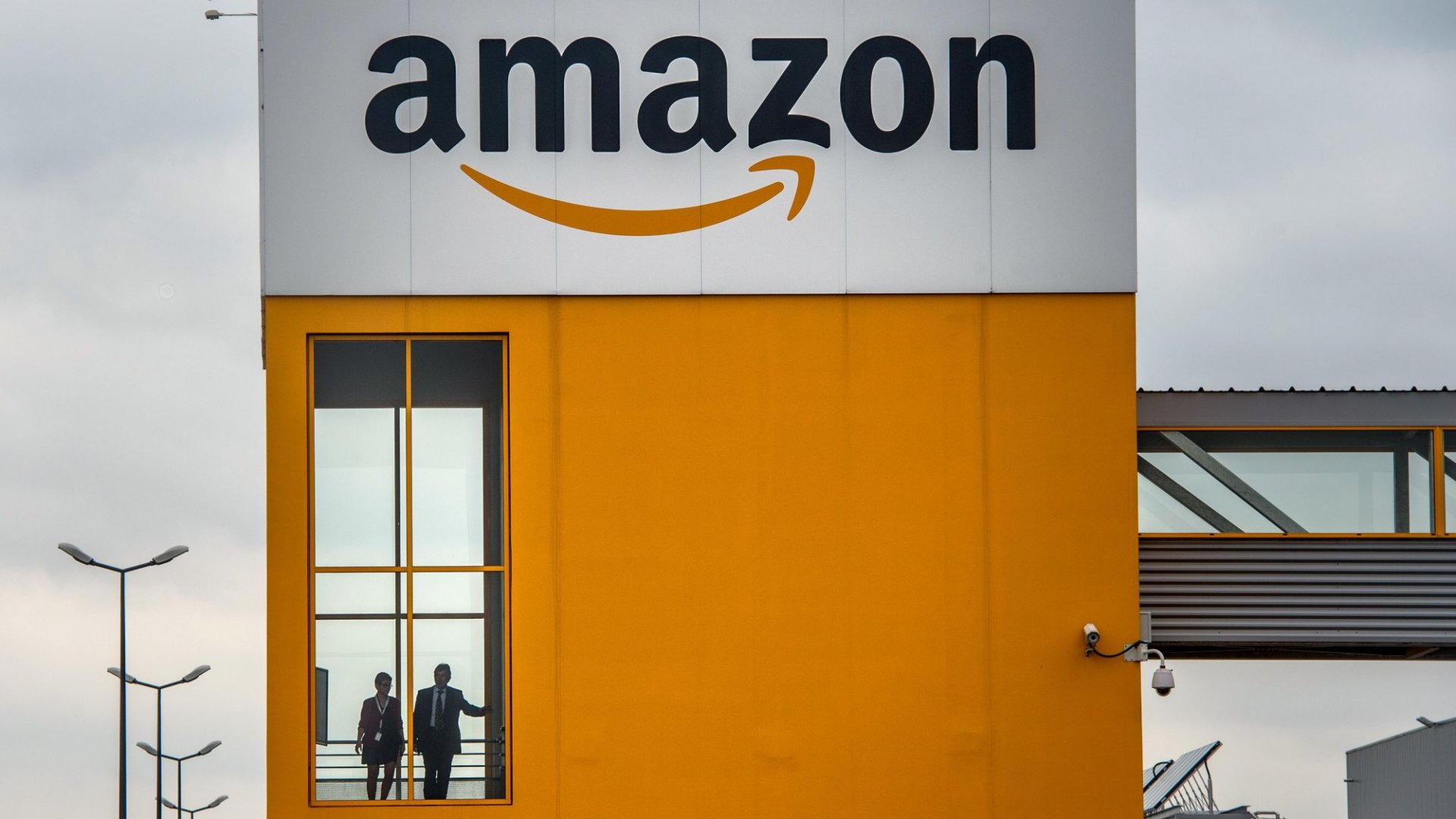 Amazon Just Made a Big Surprise Announcement That Changes Everything About Working at Amazon (for at Least 350,000 U.S. Workers)