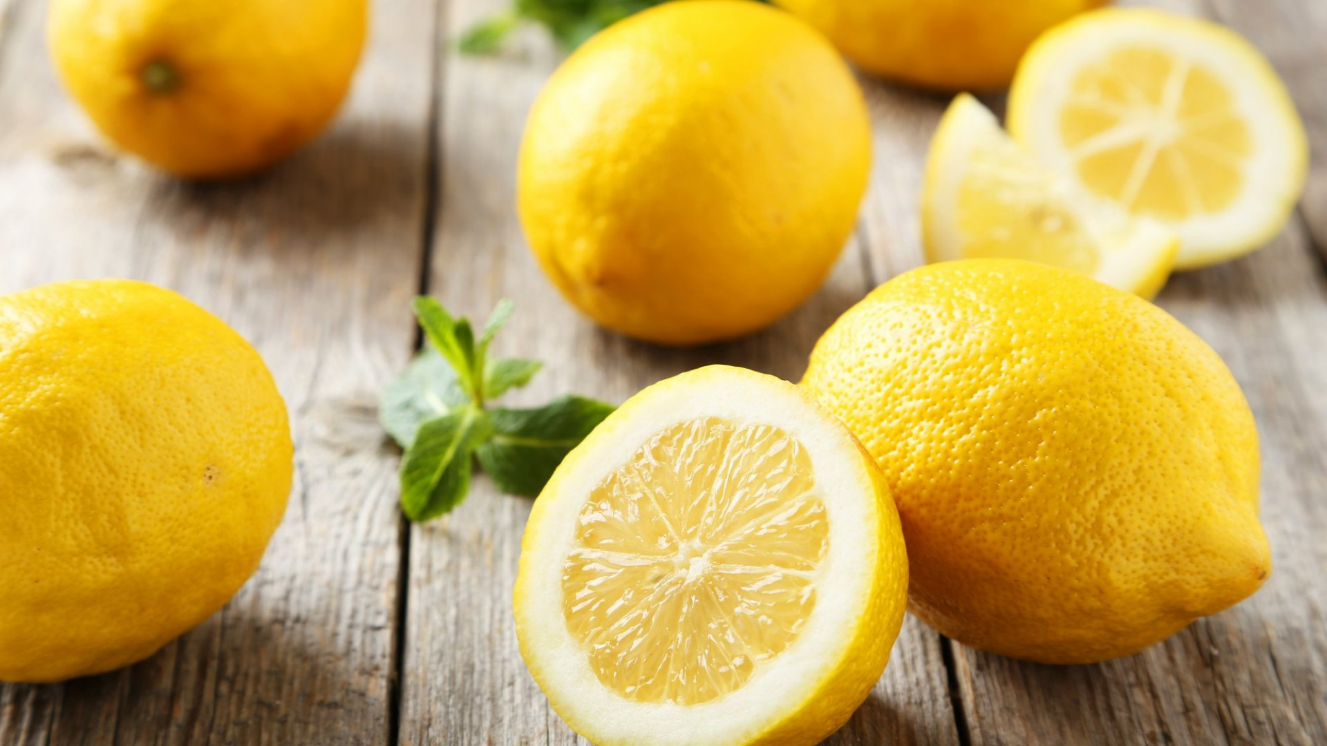 How Smelling a Little Lemon Can Boost Your Confidence at the Office