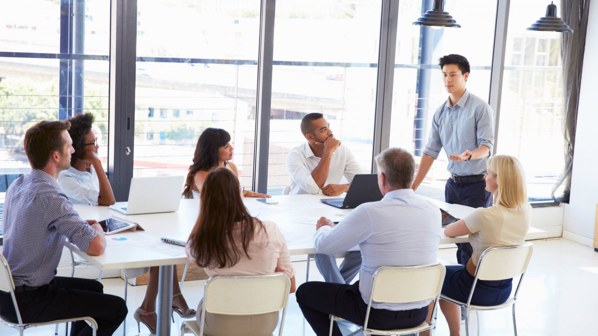 7 Things to Do Before a Business Meeting (and After You Leave)
