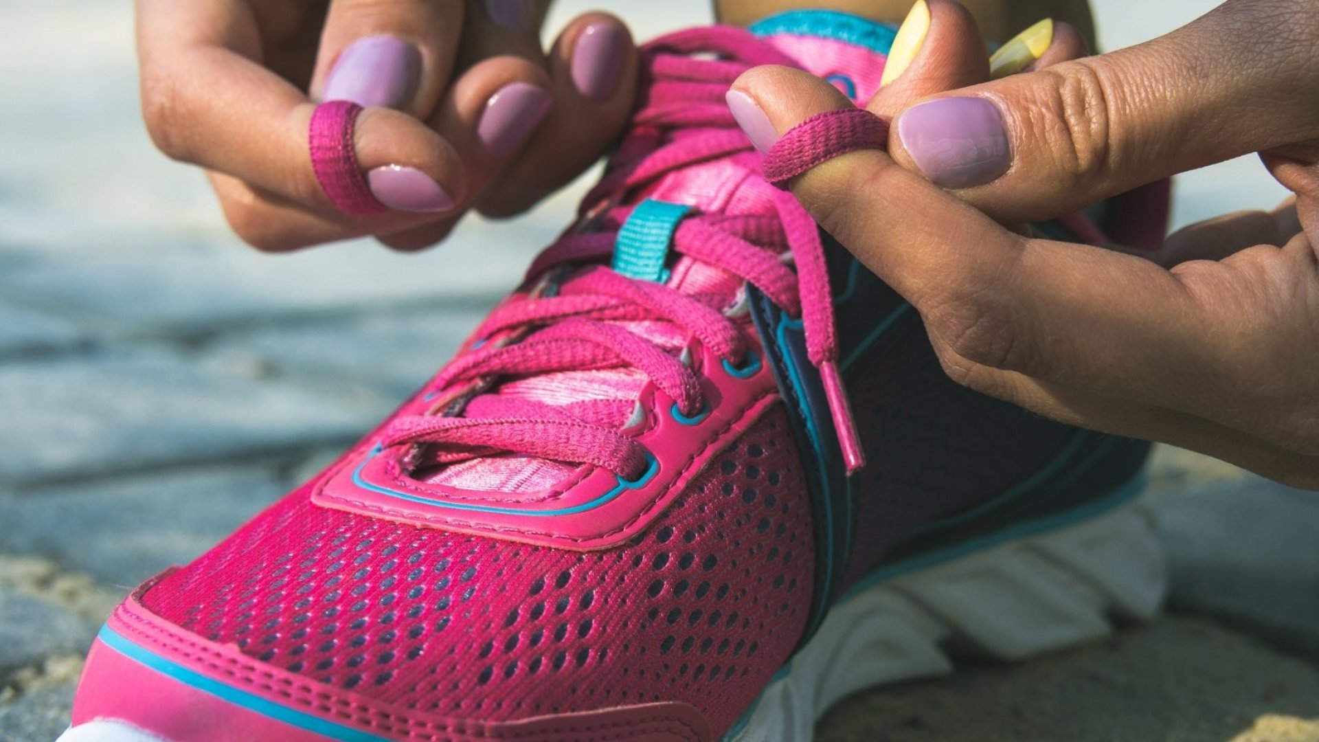 Science Proves There's a Right Way to Tie Your Shoes. You've Probably Been Doing It Wrong